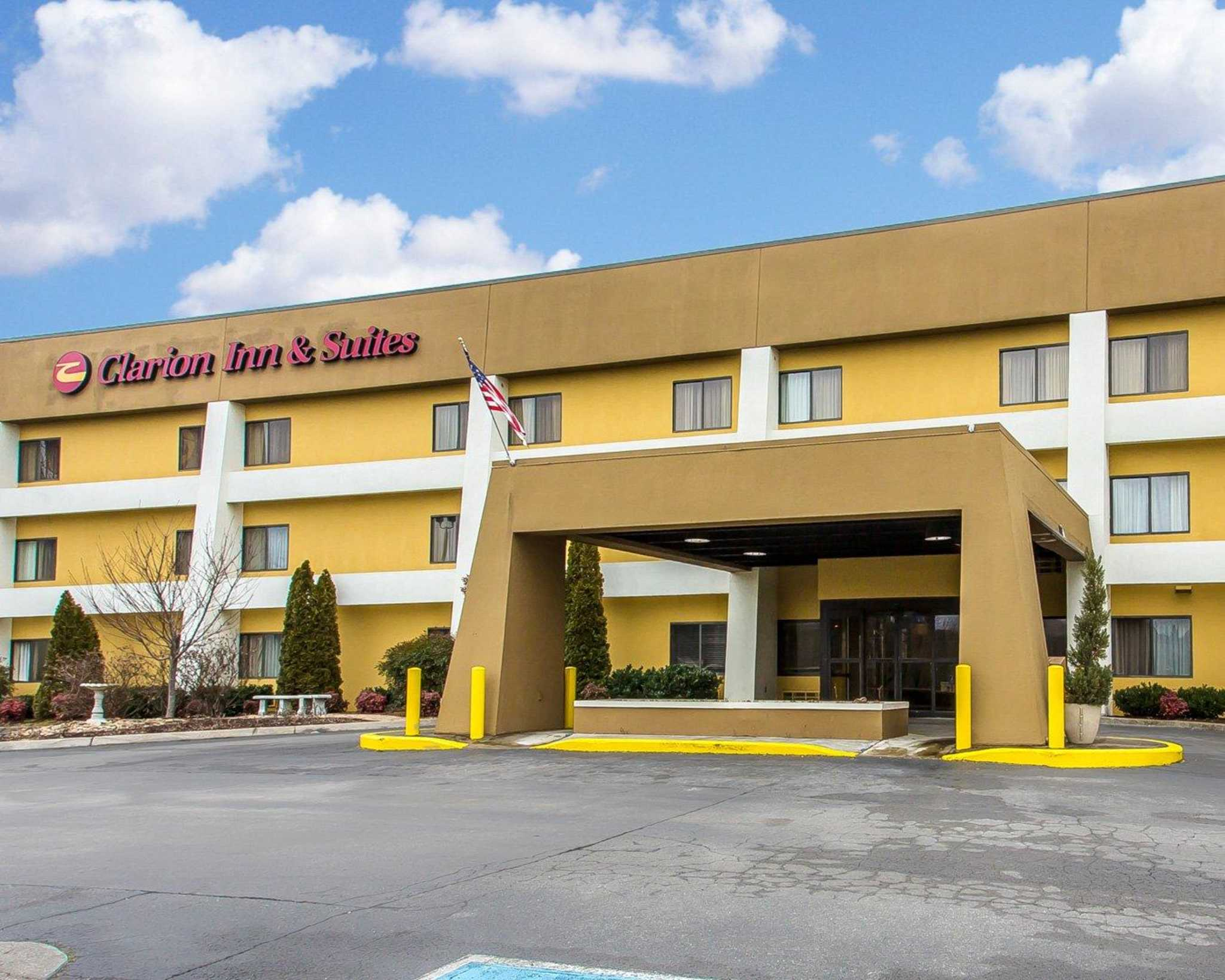 Clarion Inn & Suites West Knoxville image 1