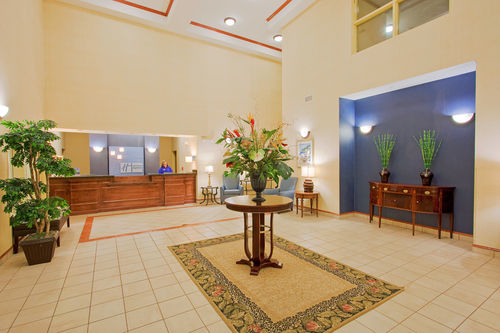 Holiday Inn Express & Suites Panama City-Tyndall image 1