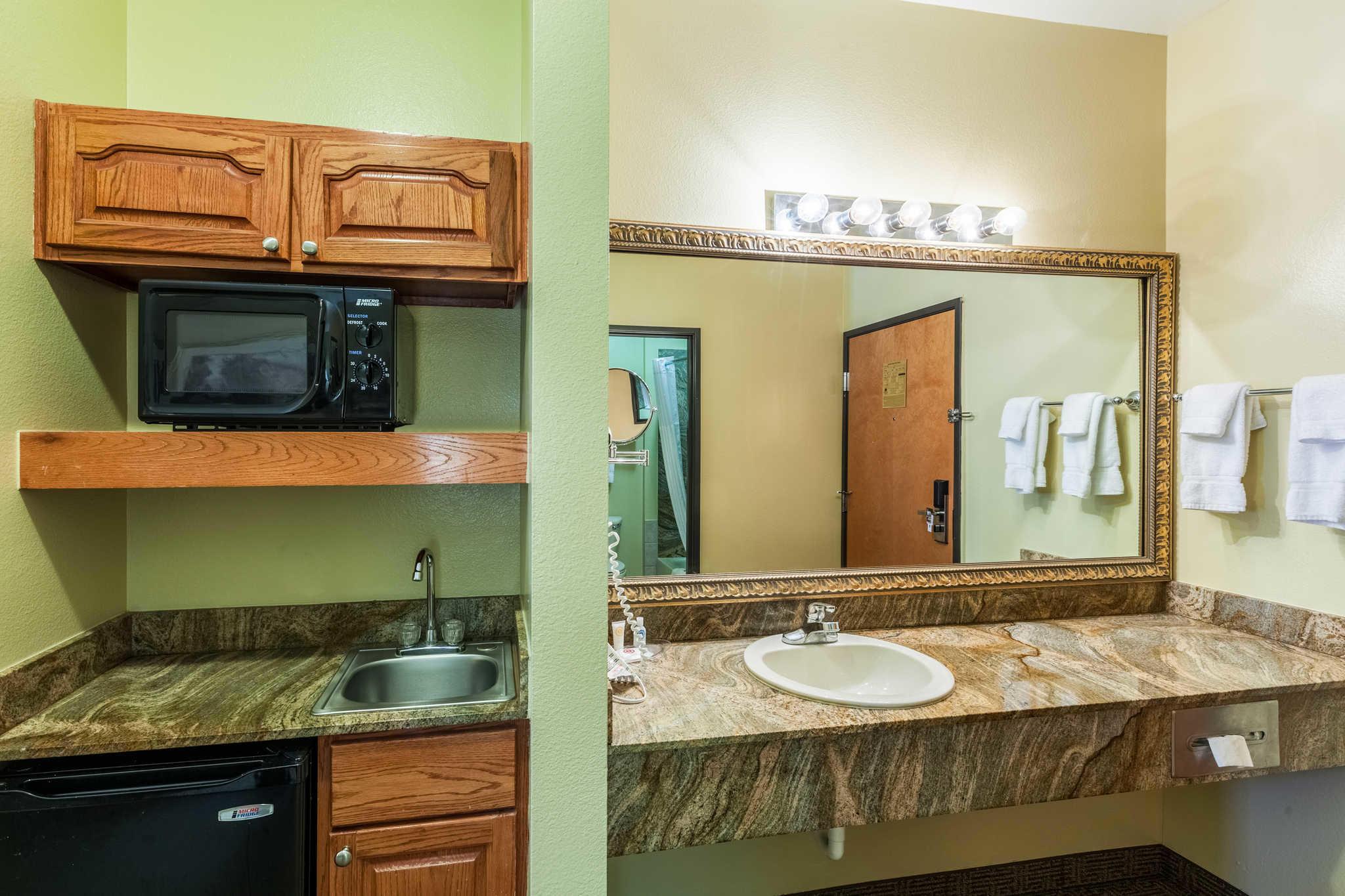 Comfort Suites Mesquite image 28