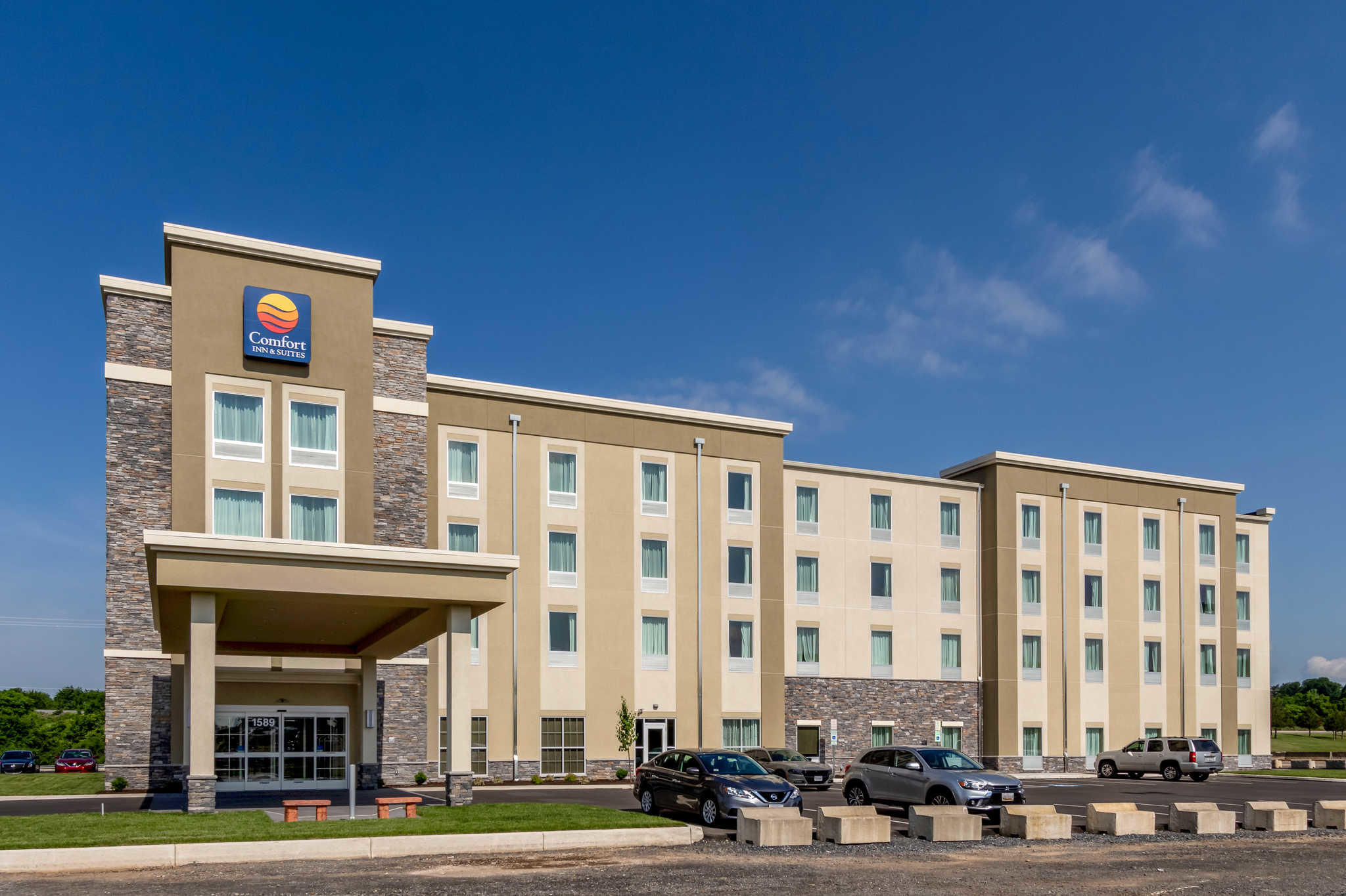 Comfort Inn & Suites - Harrisburg Airport - Hershey South image 1