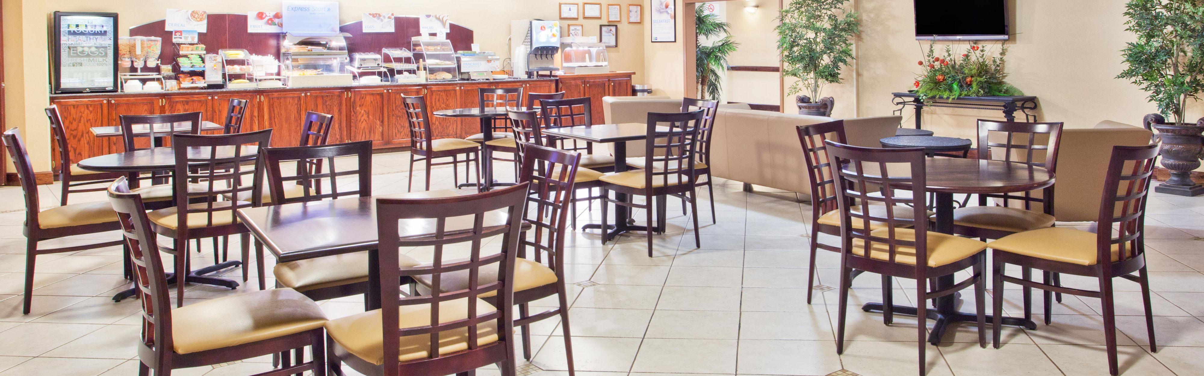 Holiday Inn Express & Suites Douglas image 3