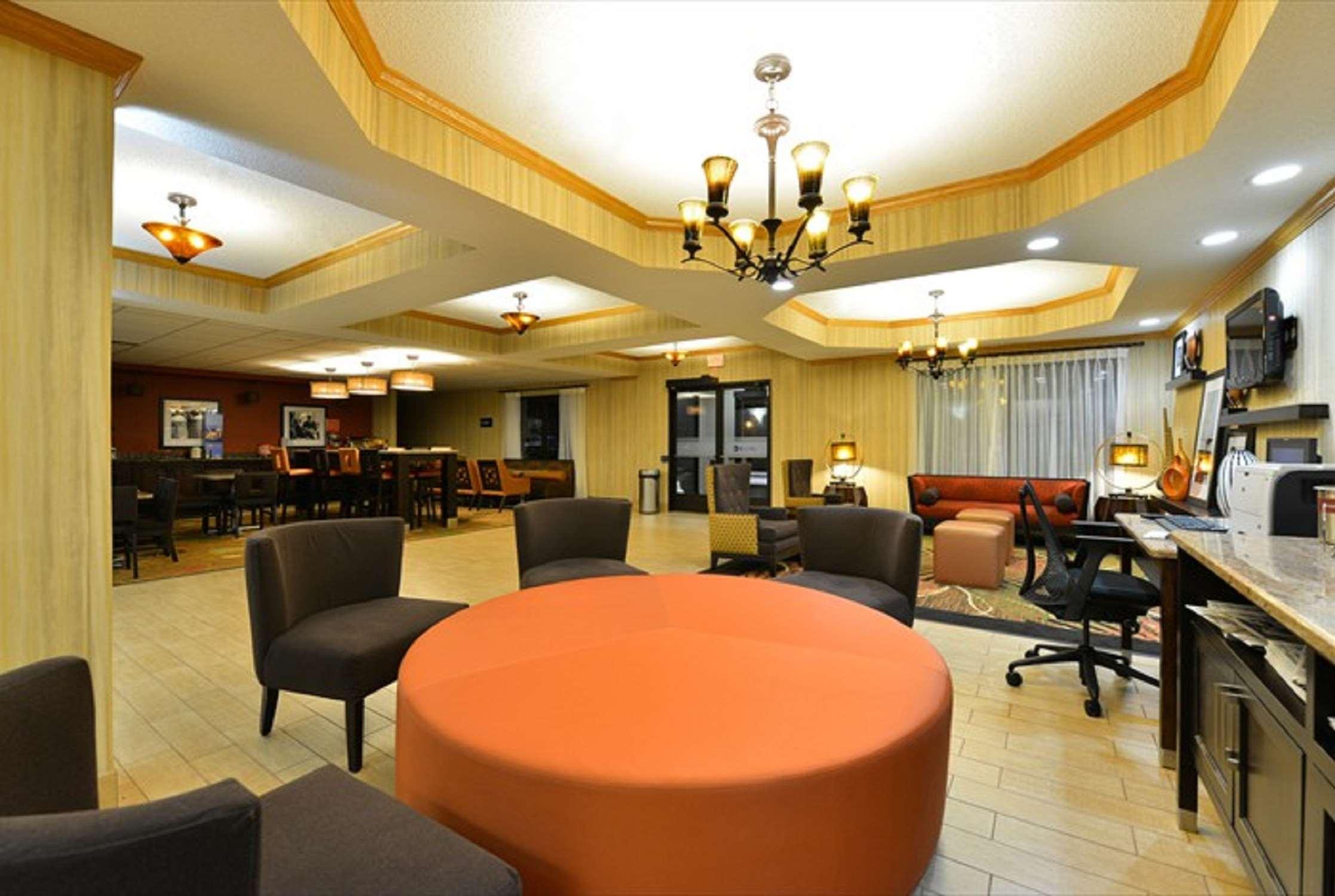Hampton Inn Sturgis-Lagrange Area image 10