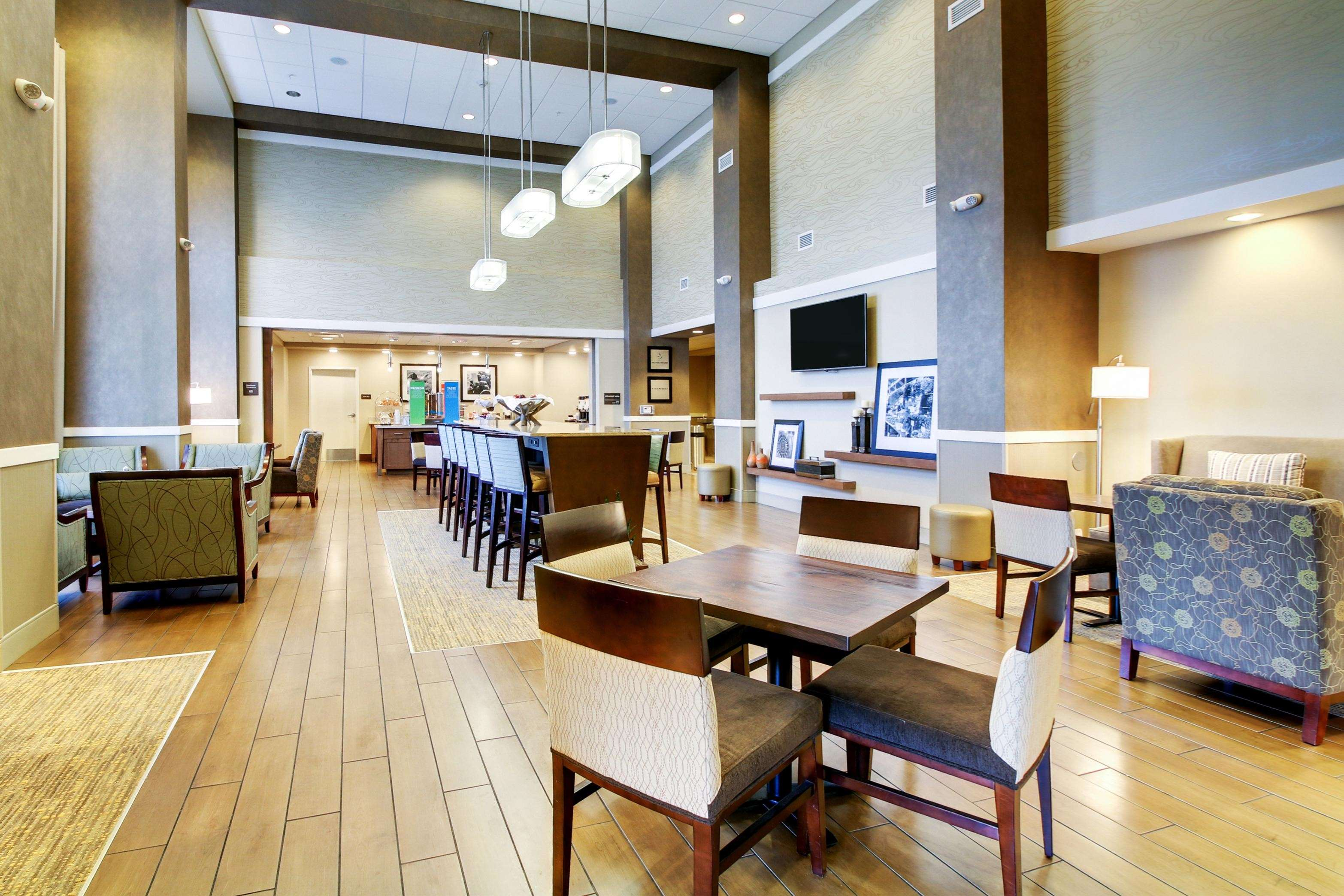 Hampton Inn & Suites Milwaukee West image 38