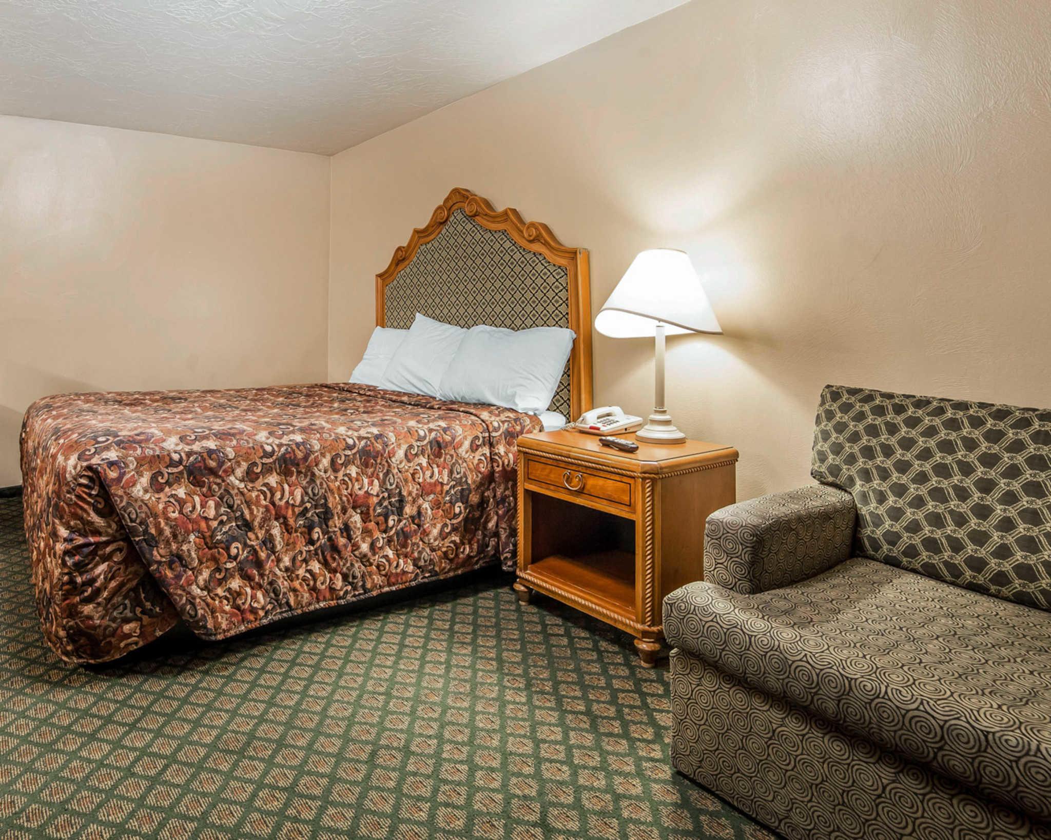 Rodeway Inn & Suites image 17