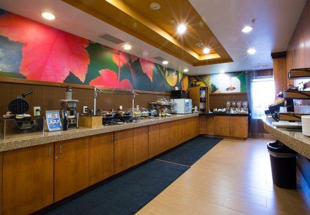 Fairfield Inn & Suites by Marriott Burlington image 9