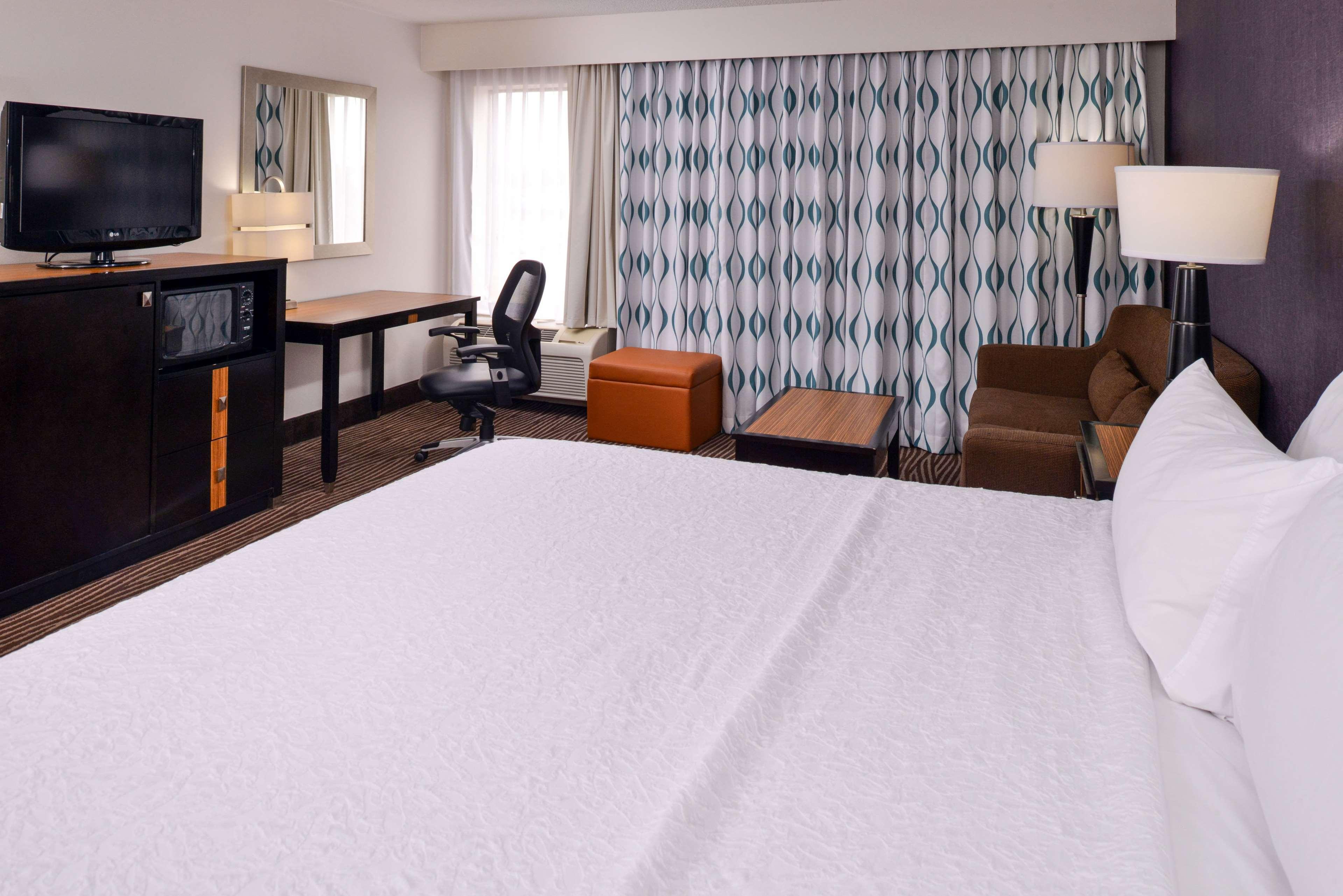 Hampton Inn Springfield image 33
