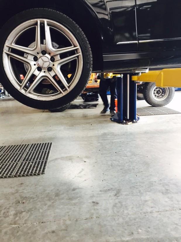 Au Auto Repair image 1