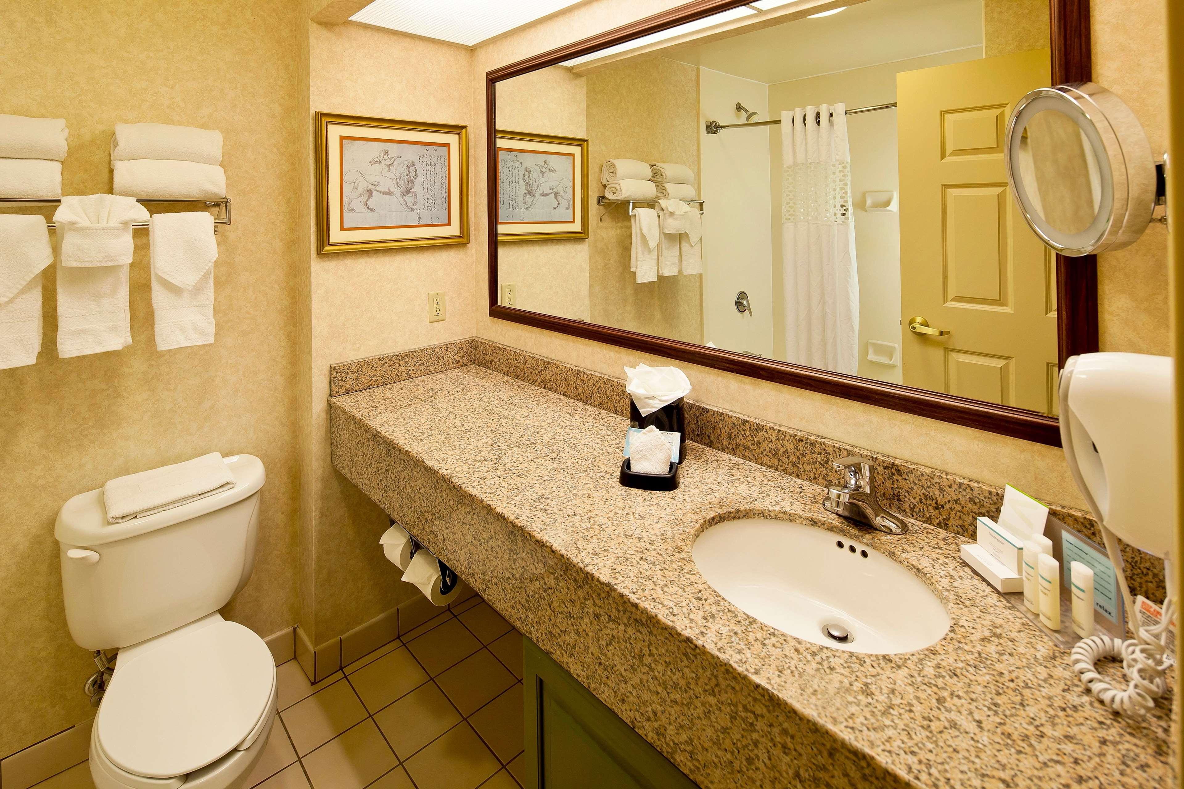 Hampton Inn & Suites Nashville-Green Hills image 20