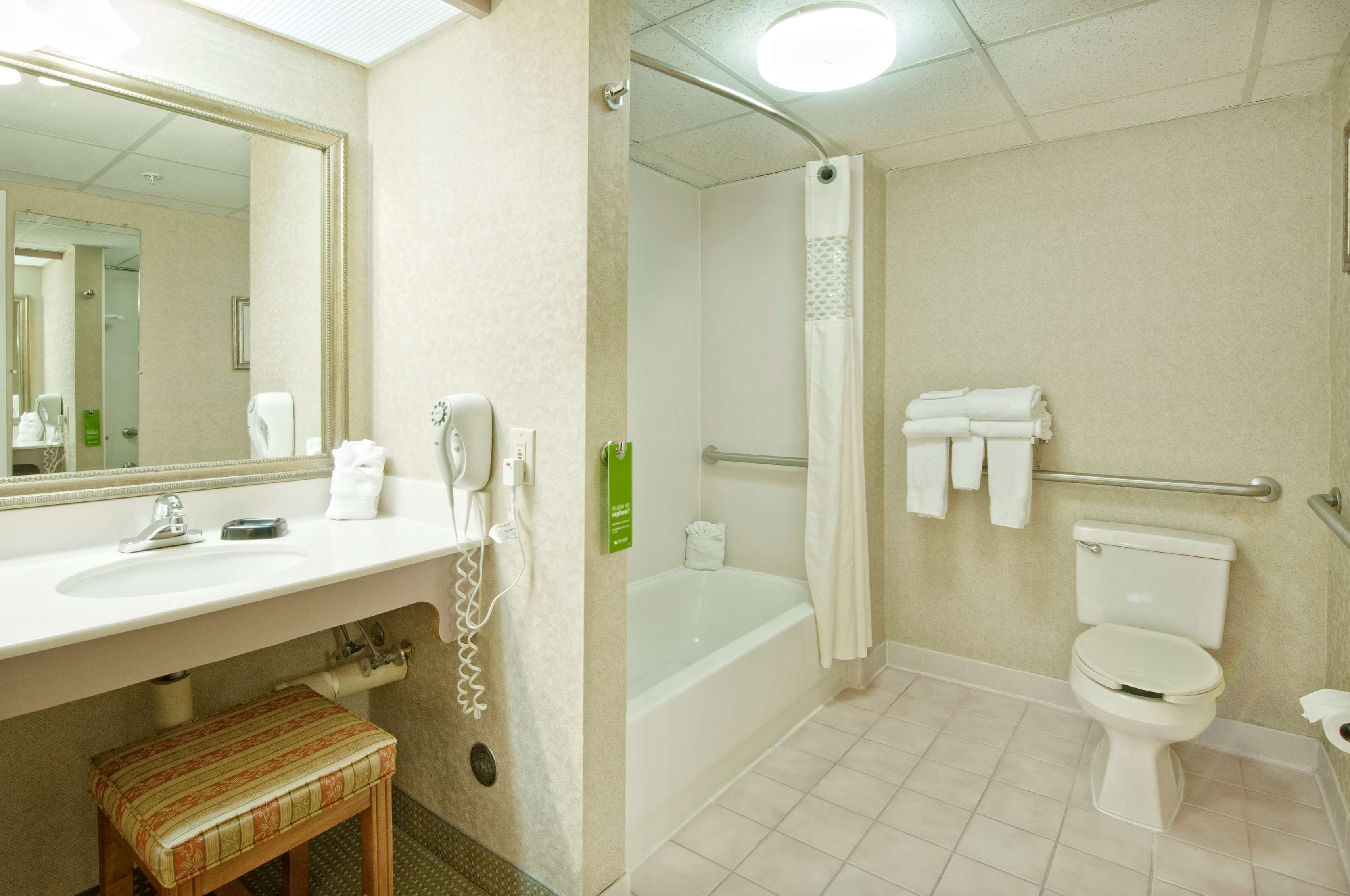 Hampton Inn & Suites Wilmington/Wrightsville Beach image 26