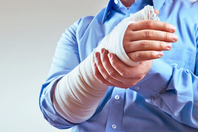 Personal Injury Attorney Paul J. Dickman principal of Dickman Law Office P.S.C. representing a personal injury client with a broken hand