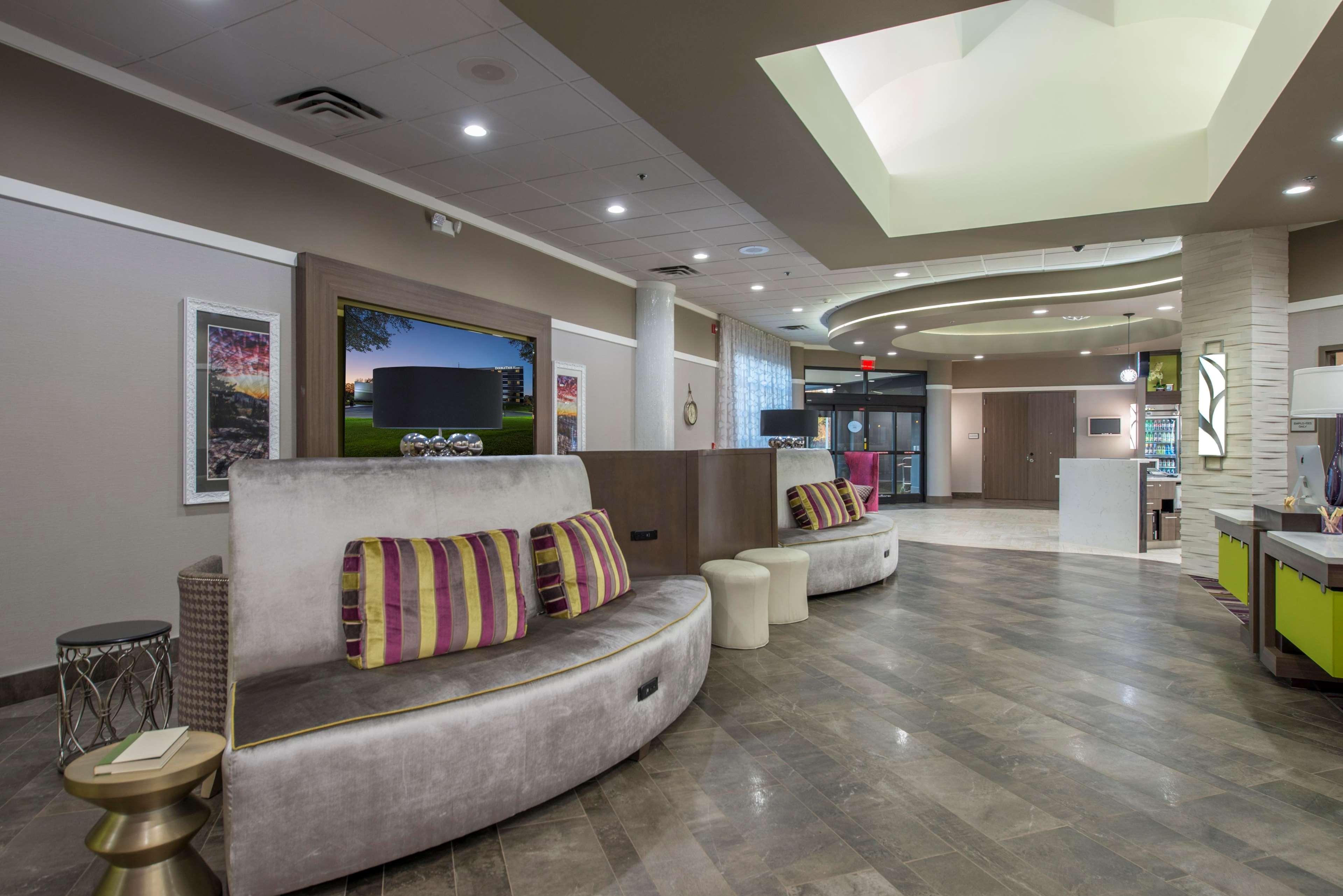 DoubleTree by Hilton Hotel Winston Salem - University image 13