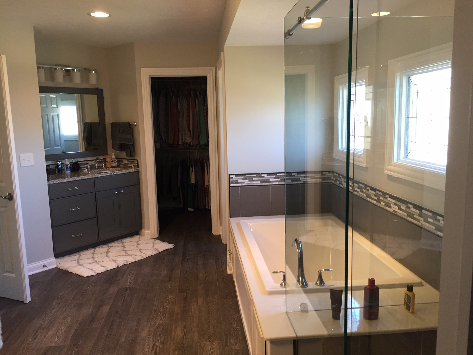 Luxury bath systems bathroom remodeler lewis center oh for Luxury bathroom companies
