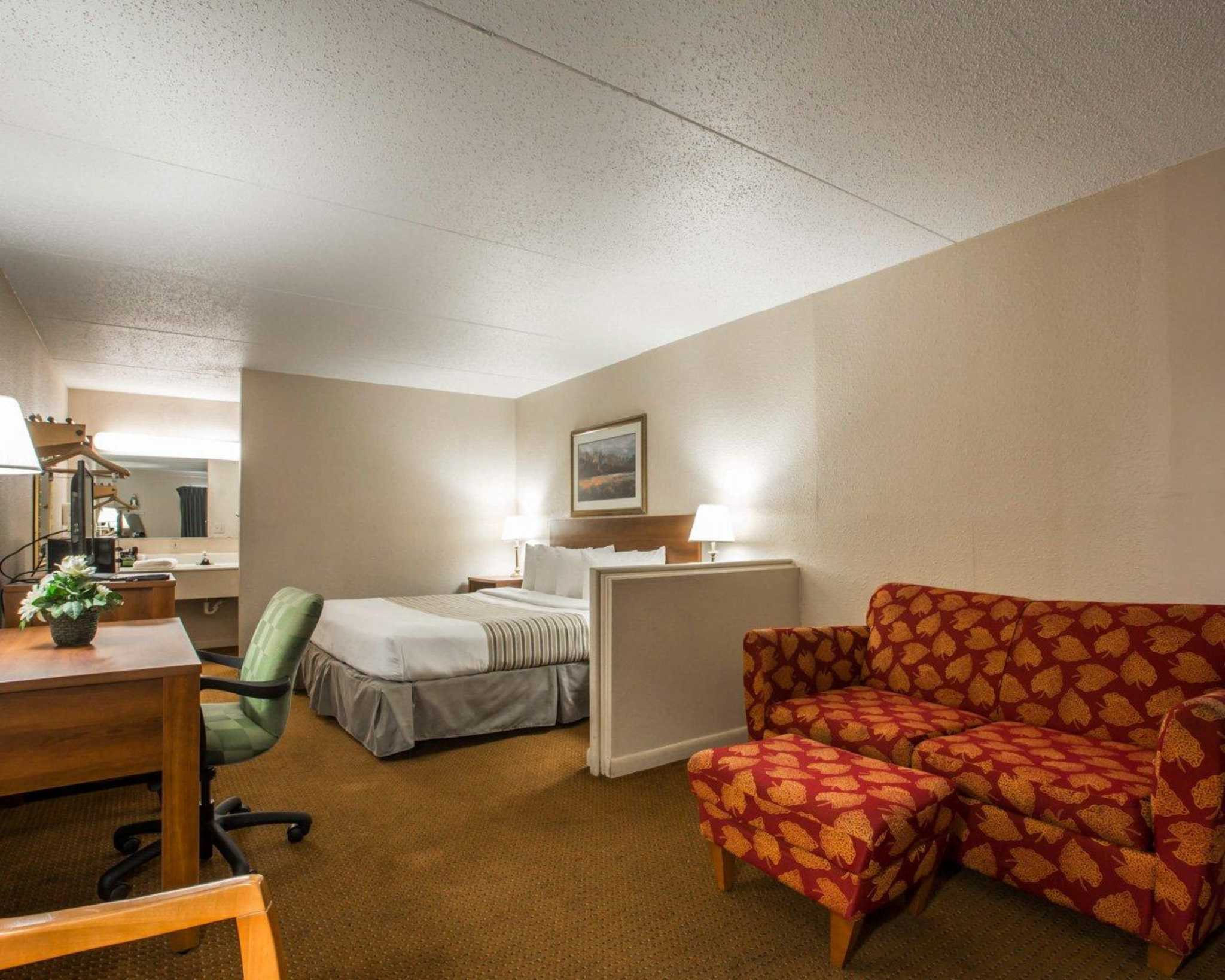 Econo Lodge Inn & Suites at Fort Benning image 26
