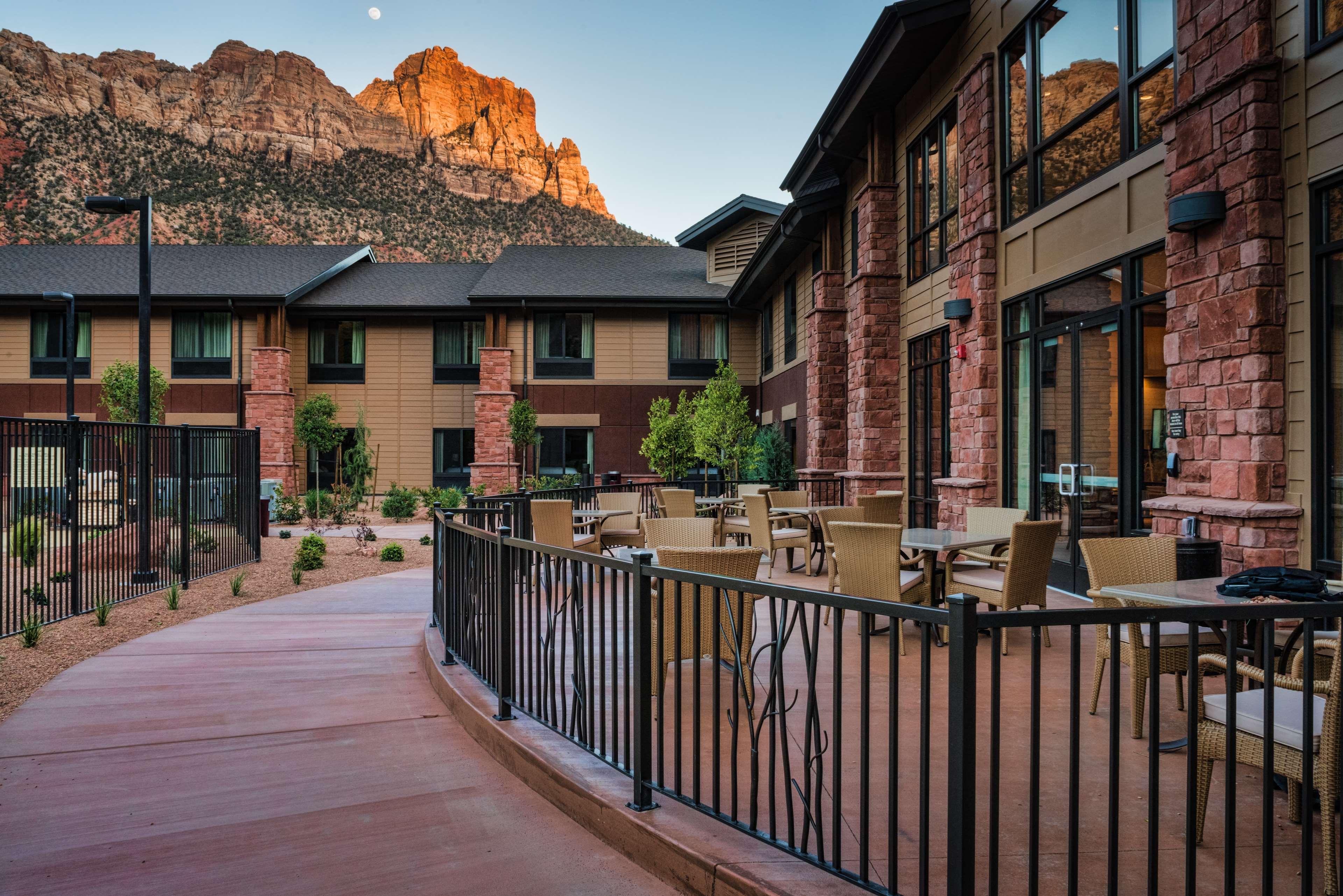 Hampton Inn & Suites Springdale/Zion National Park image 4