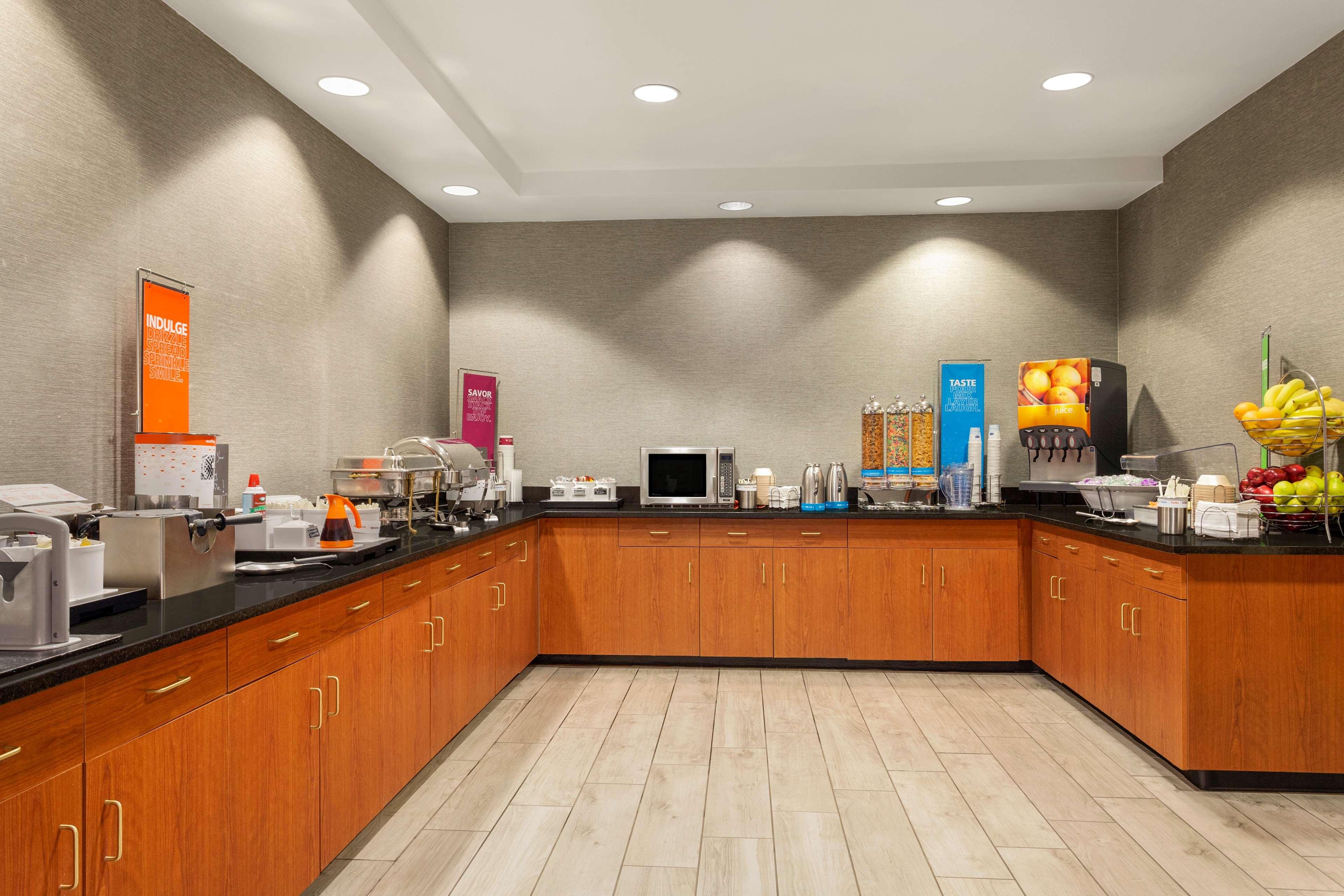 Hampton Inn & Suites Denver-Cherry Creek image 7