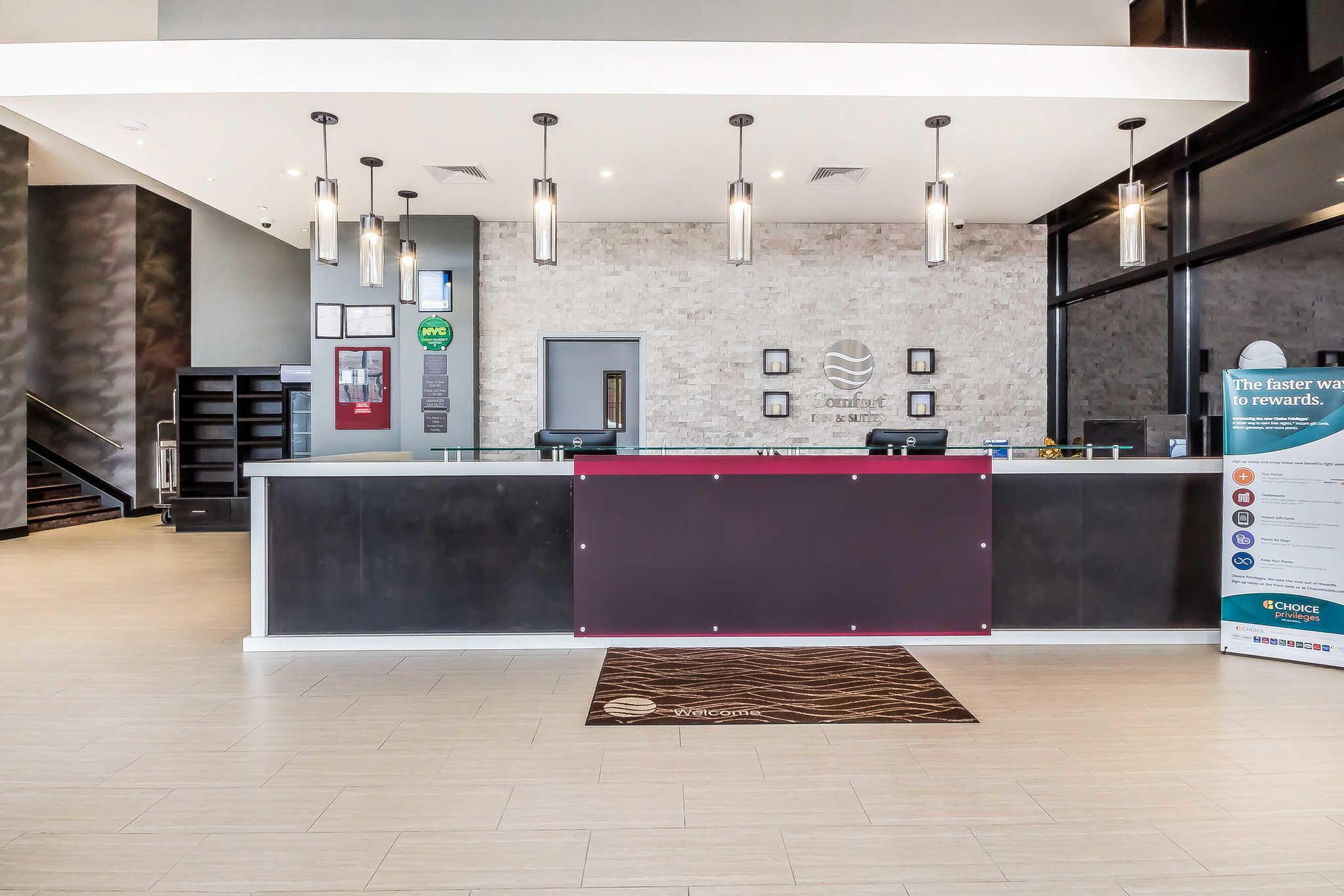 Comfort Inn & Suites near Stadium image 5