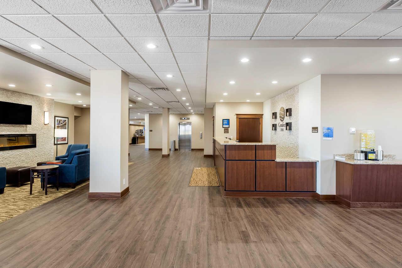 Comfort Inn Amp Suites Event Center Coupons Des Moines Ia
