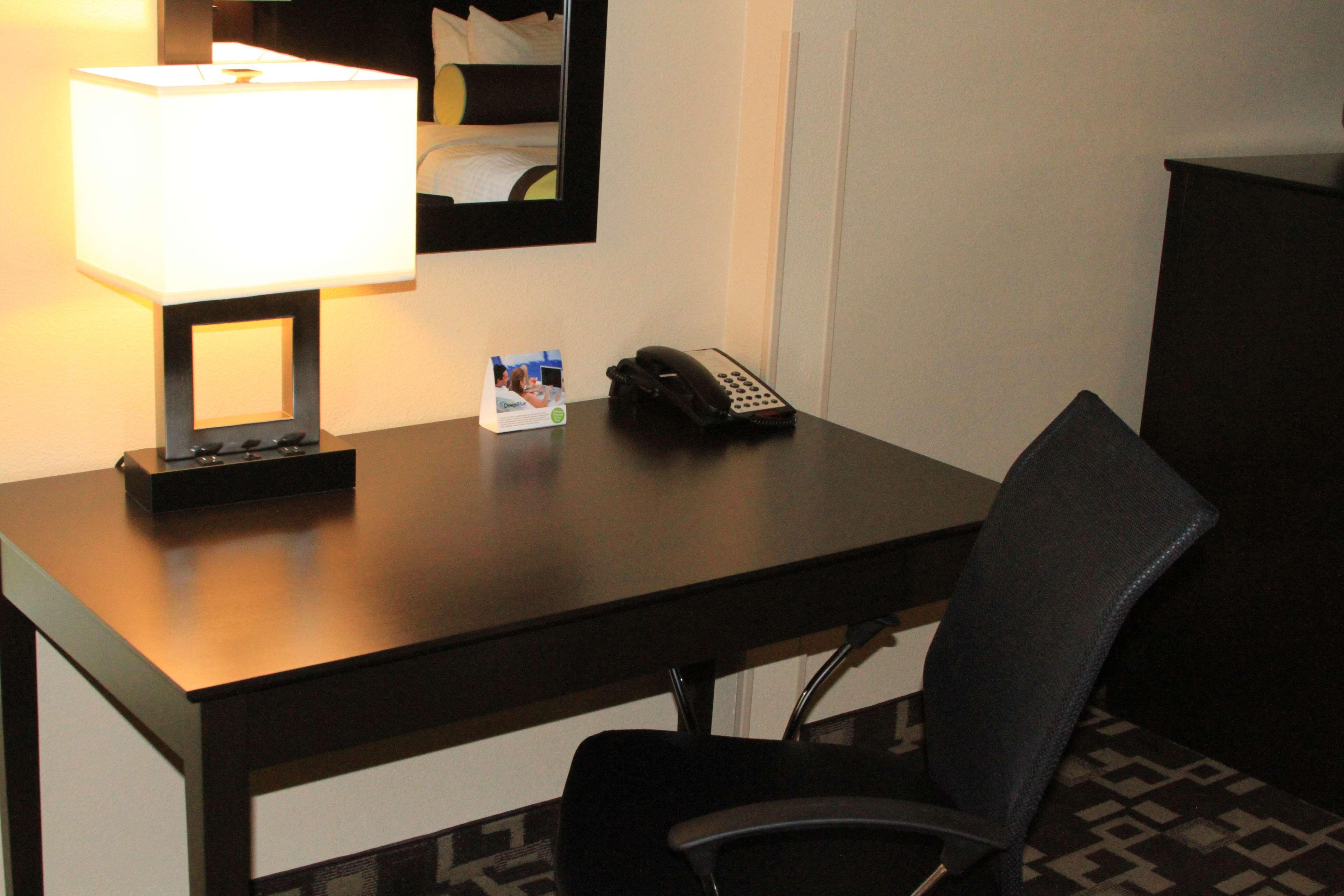 Best Western Plus Arlington North Hotel & Suites image 25