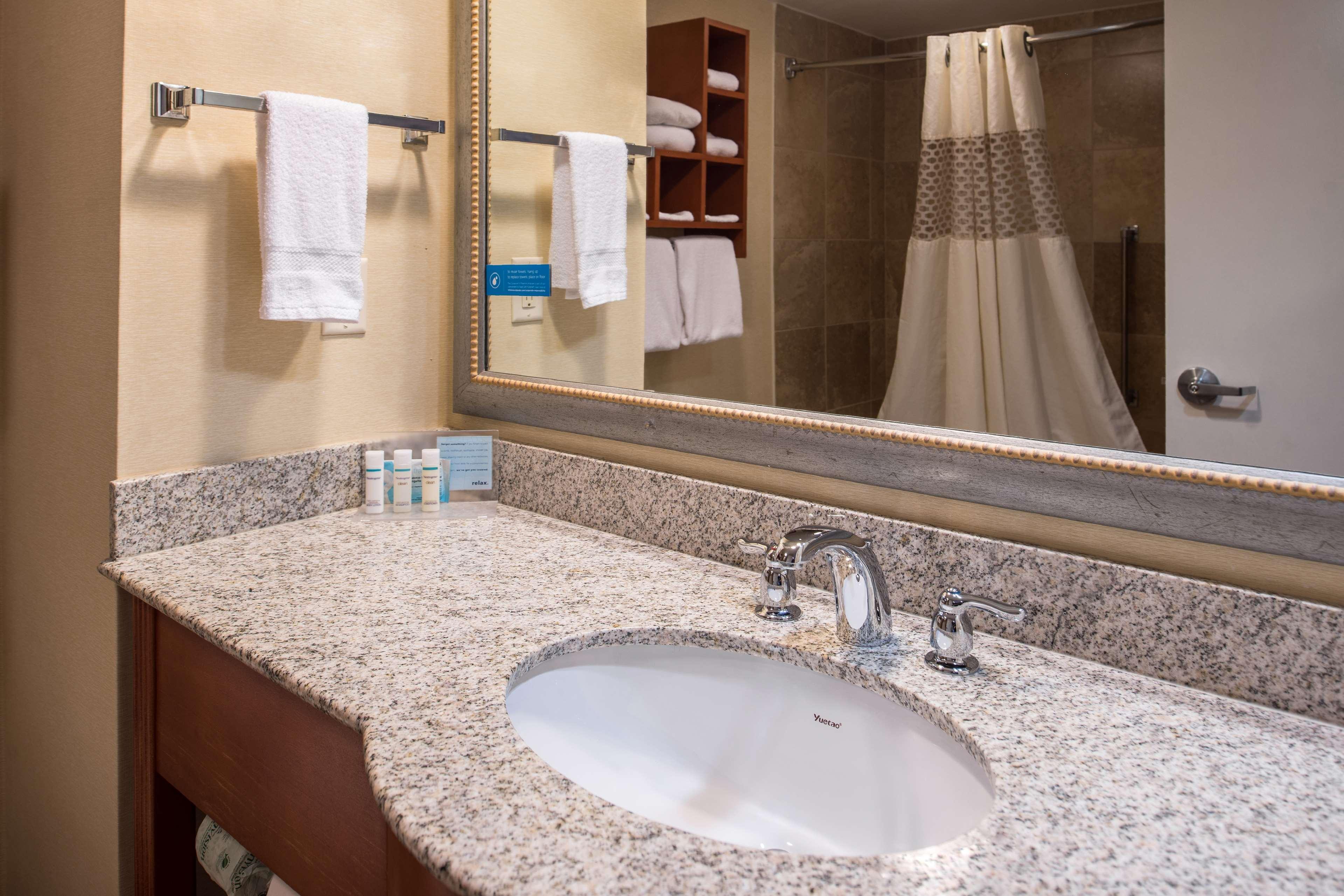 Hampton Inn & Suites Charlotte-Arrowood Rd. image 20