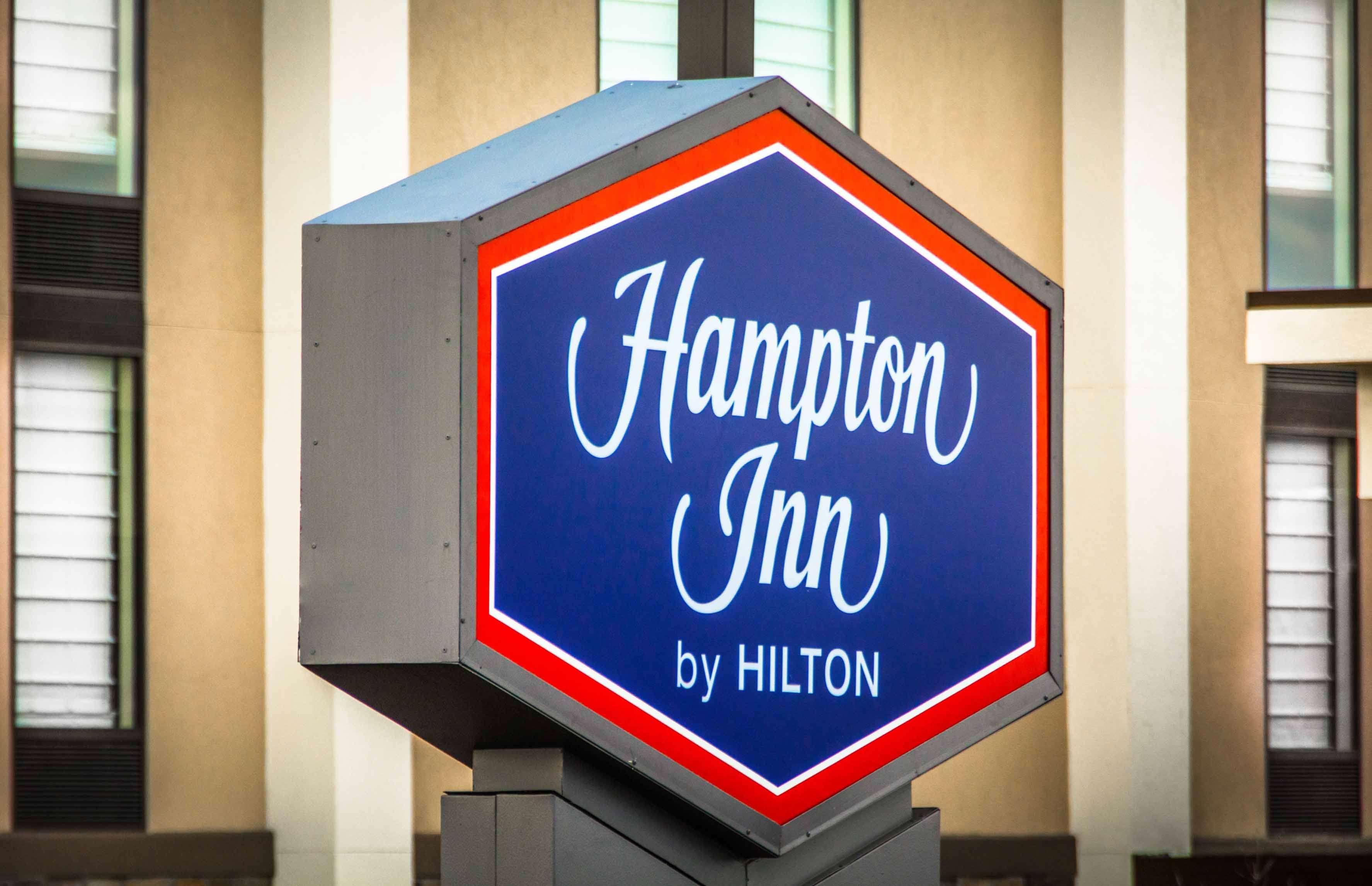 Hampton Inn Washington image 1