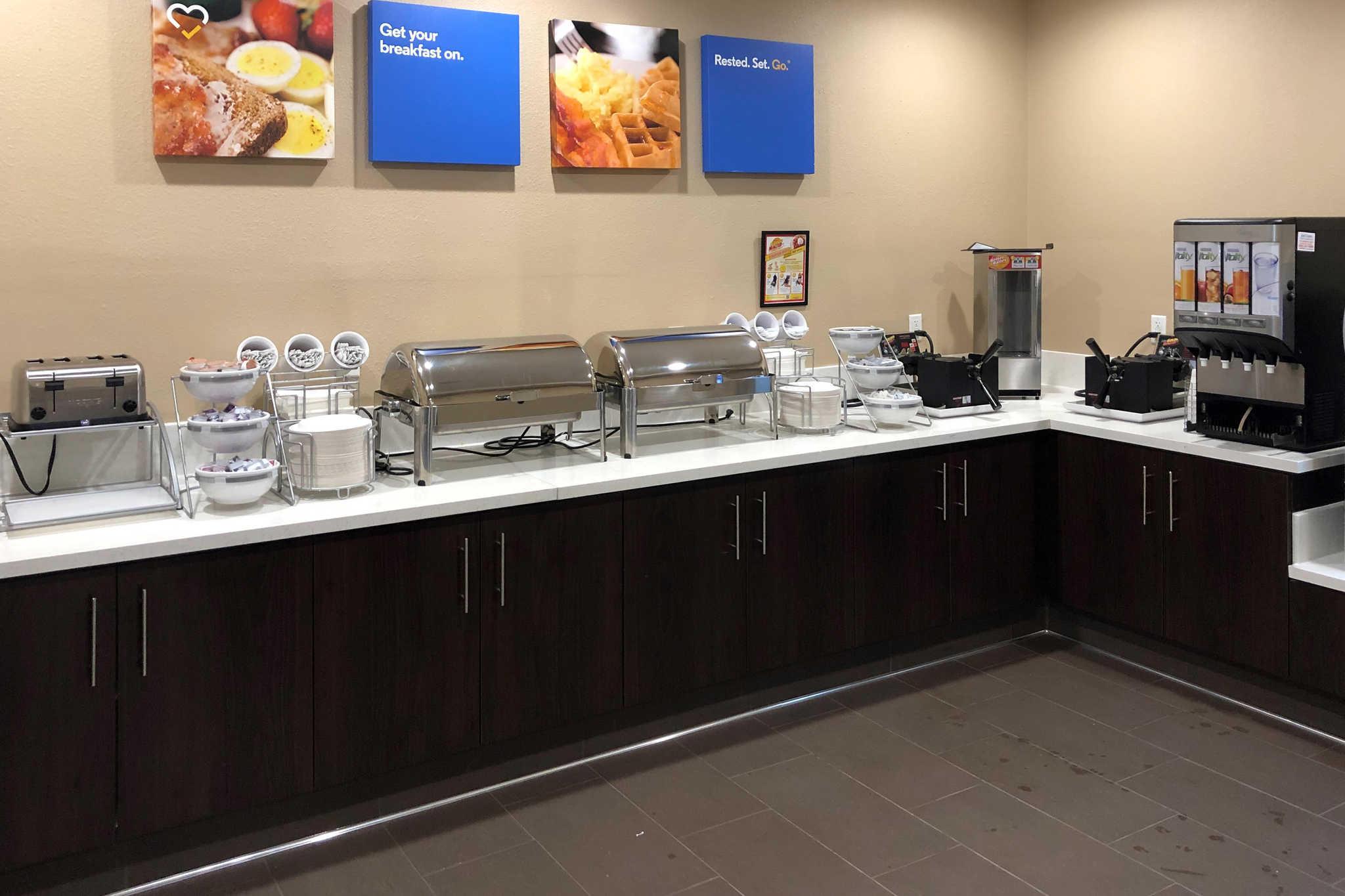 Comfort Inn & Suites Orange County John Wayne Airport image 18