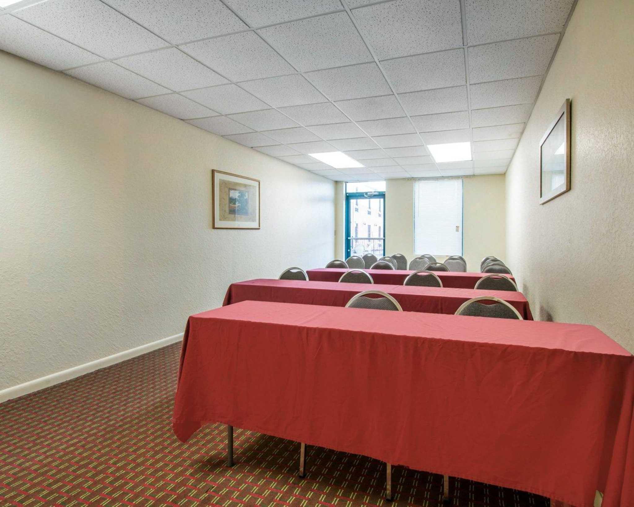 Rodeway Inn image 16