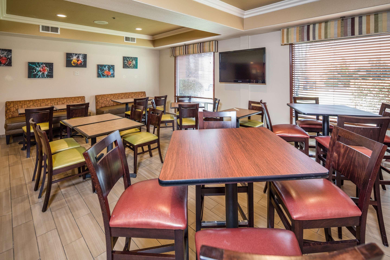 Best Western Plus Airport Inn & Suites image 22