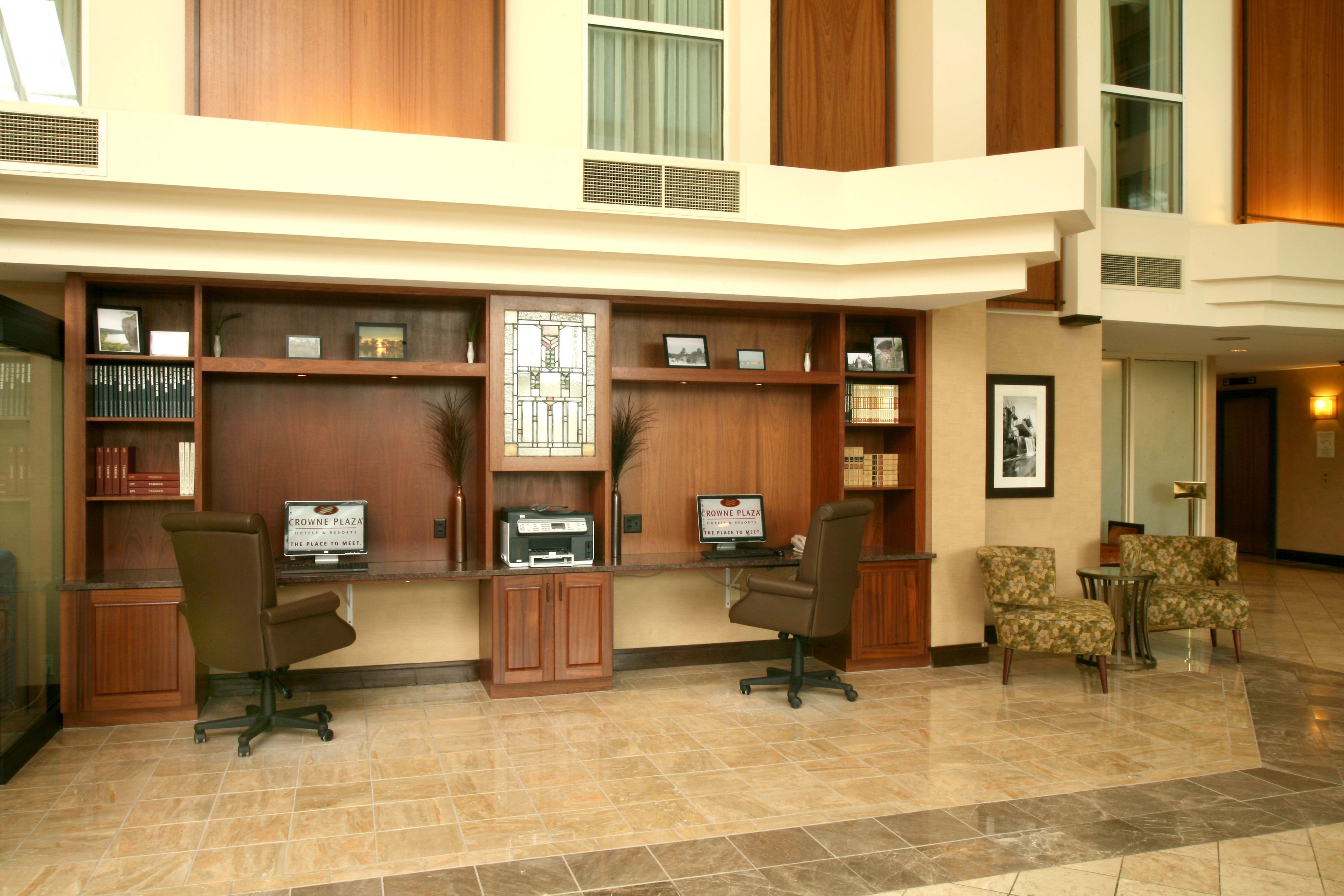 Crowne Plaza Madison image 7
