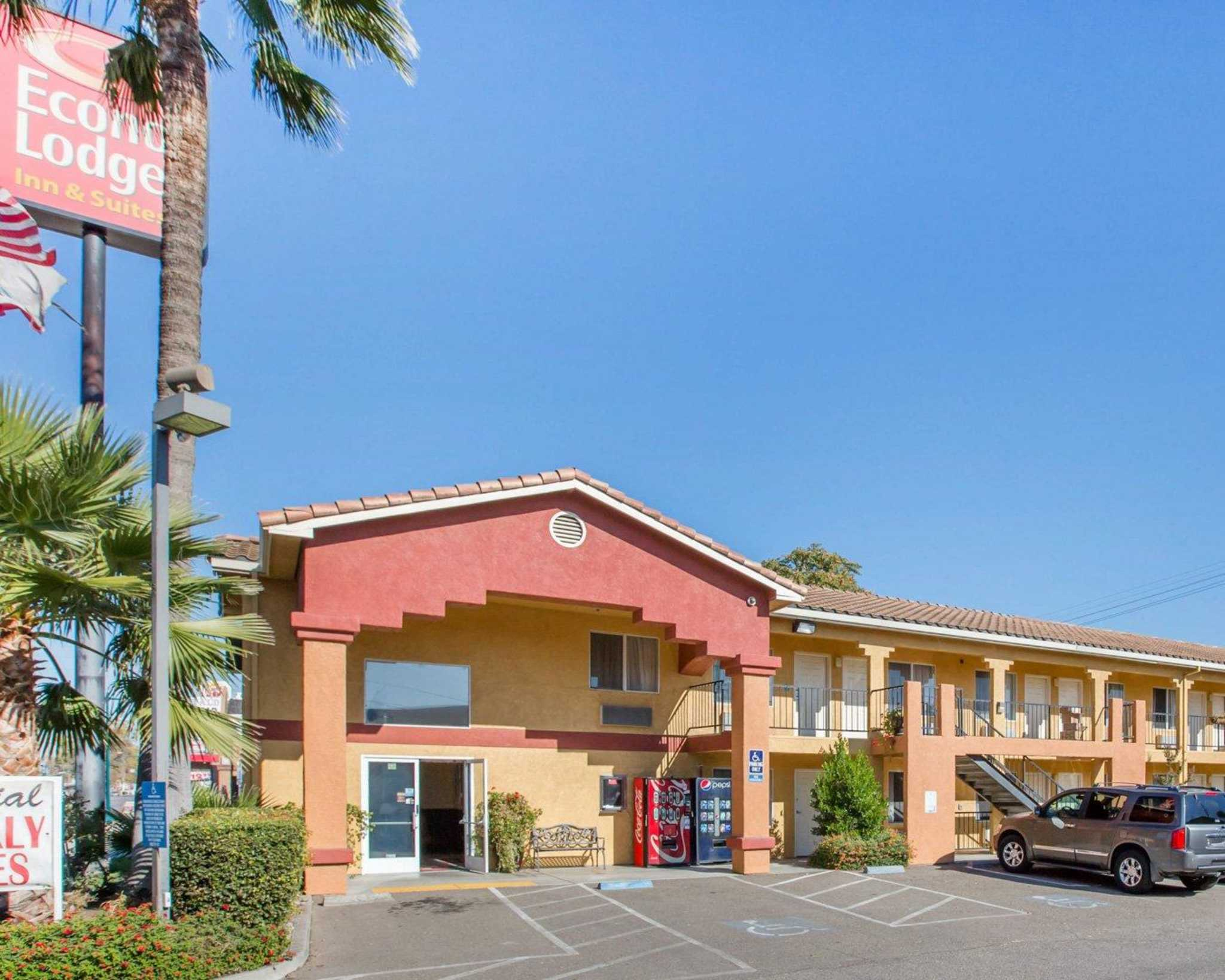Econo Lodge Inn & Suites Lodi image 2