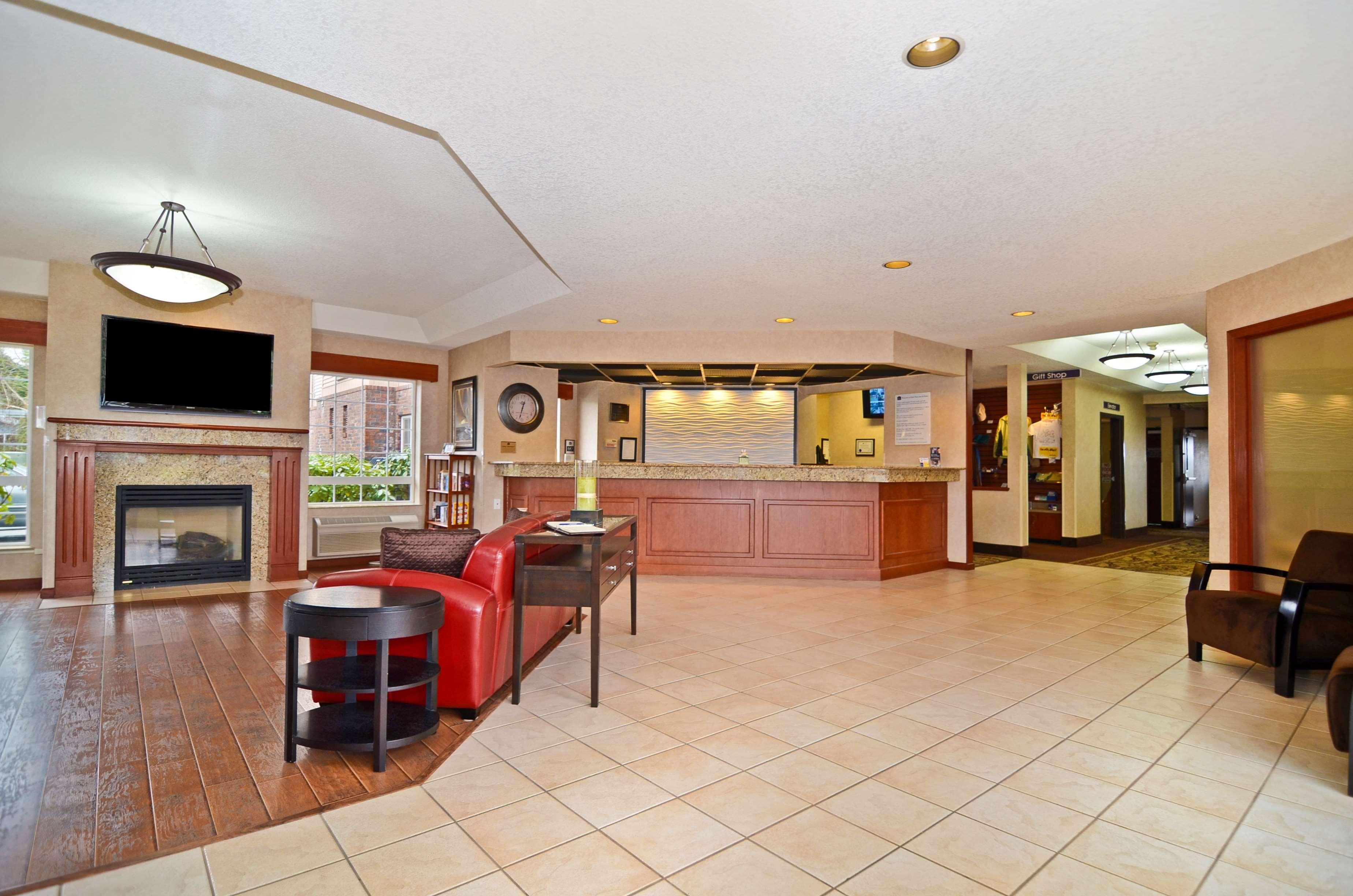 Best Western Plus Park Place Inn & Suites image 2