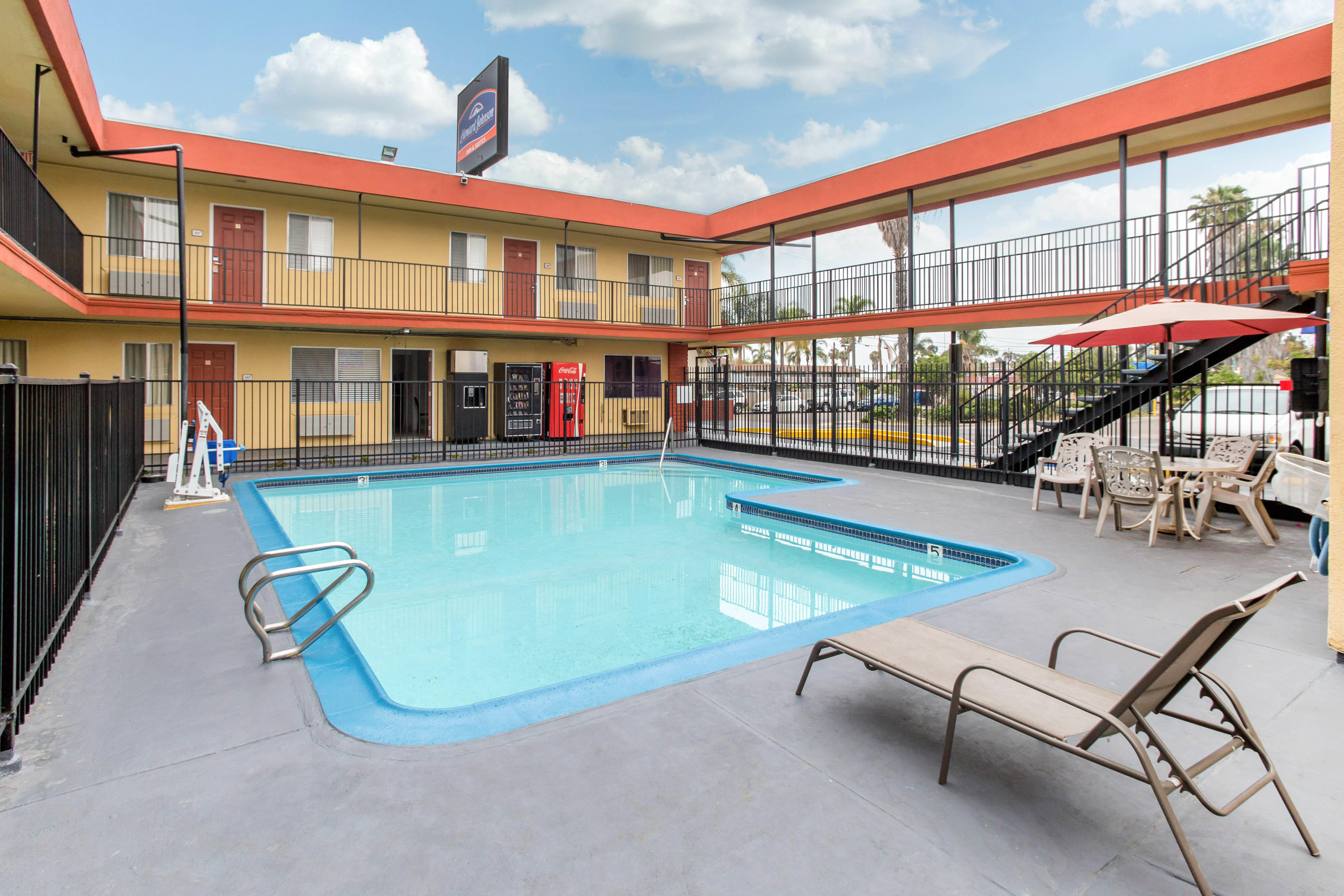 Howard Johnson by Wyndham Chula Vista San Diego Suite Hotel image 12