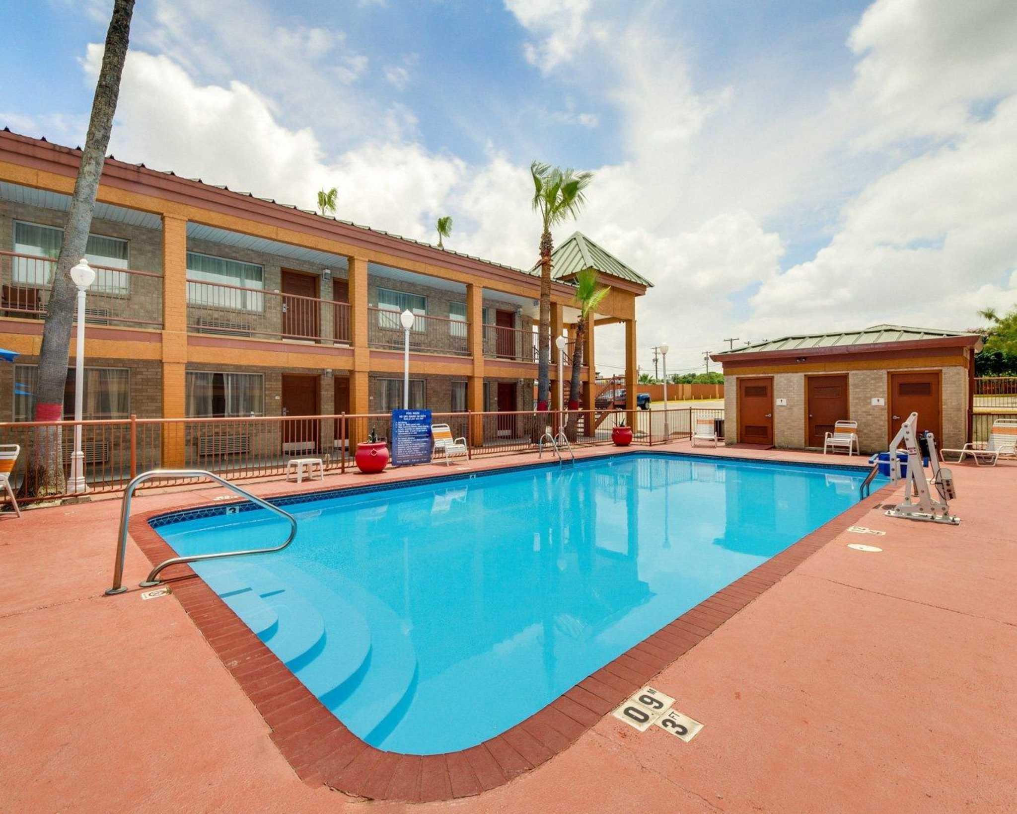 Quality Inn & Suites Eagle Pass image 7