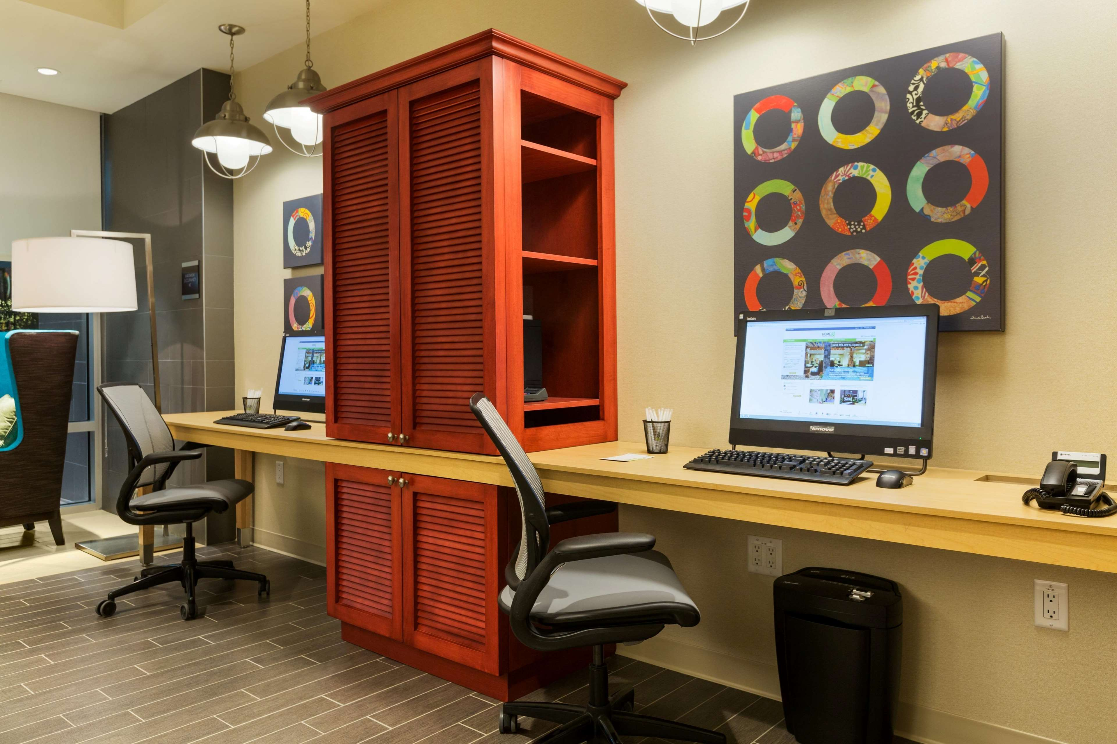 Home2 Suites by Hilton West Edmonton, Alberta, Canada à Edmonton: Business Service Area