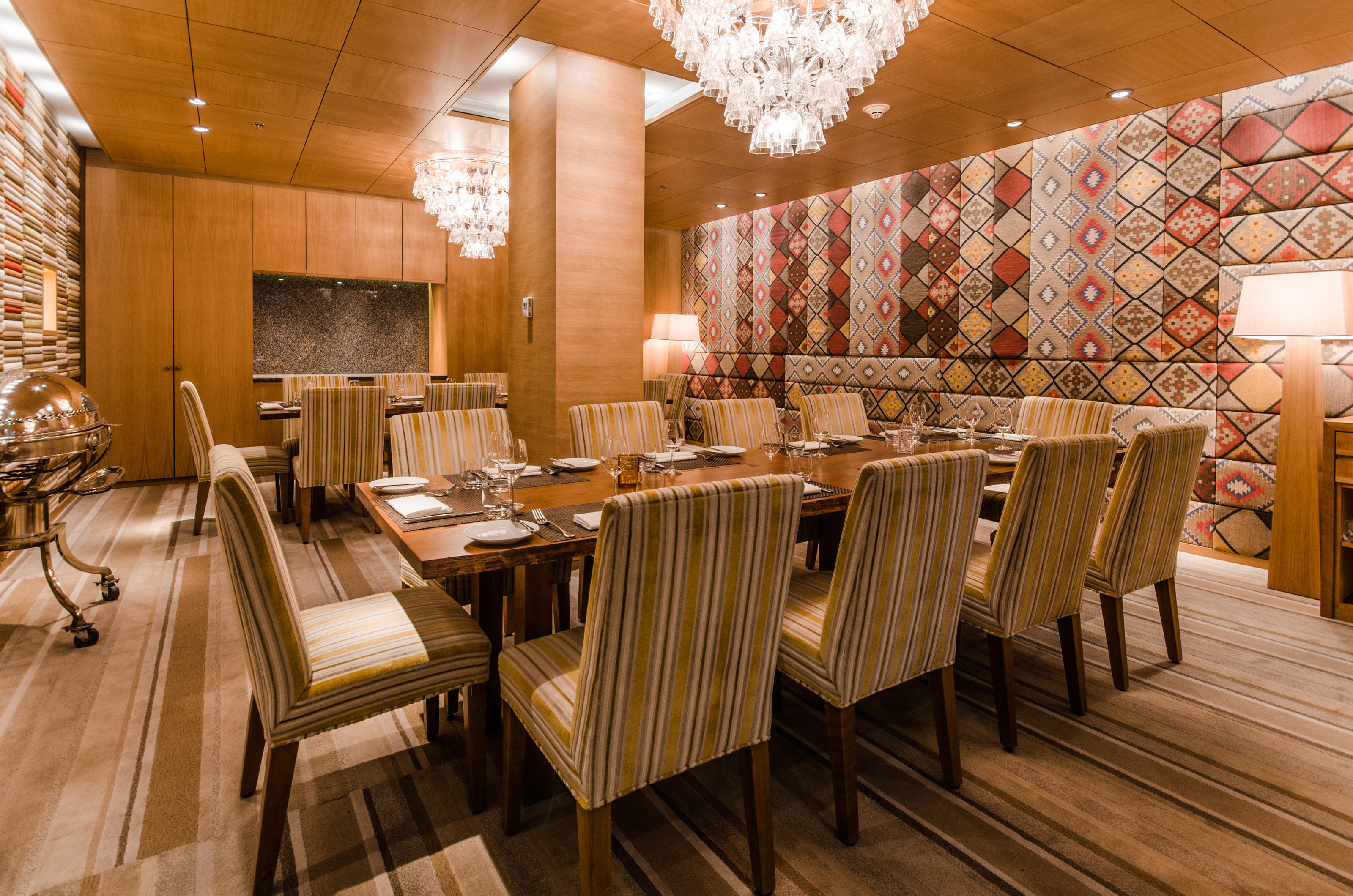 The Ritz-Carlton, Montreal à Montreal: The brainchild of world-renowned Chef Daniel Boulud, Maison Boulud reimagines classic French cuisine with local ingredients and artisanal Quebecois products. Begin in the lounge for a cocktail or a glass of wine, and then sit down at any of its romantic dining spaces: the outdoor terrace overlooking Montreal's Sherbrooke Street, the ambient greenhouse or the dining room for views of the open kitchen. Private dining is also available.