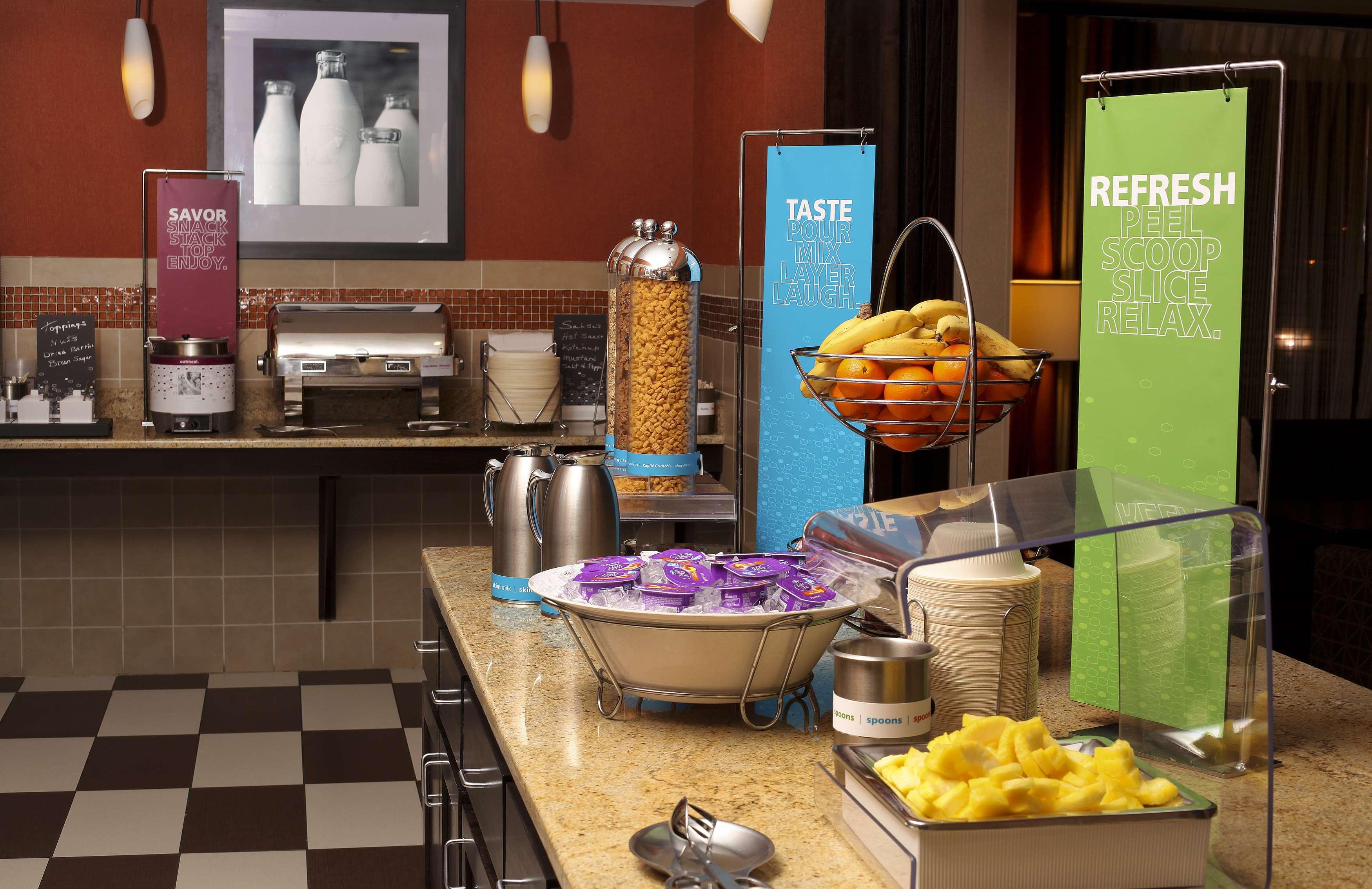 Hampton Inn & Suites Fargo image 6