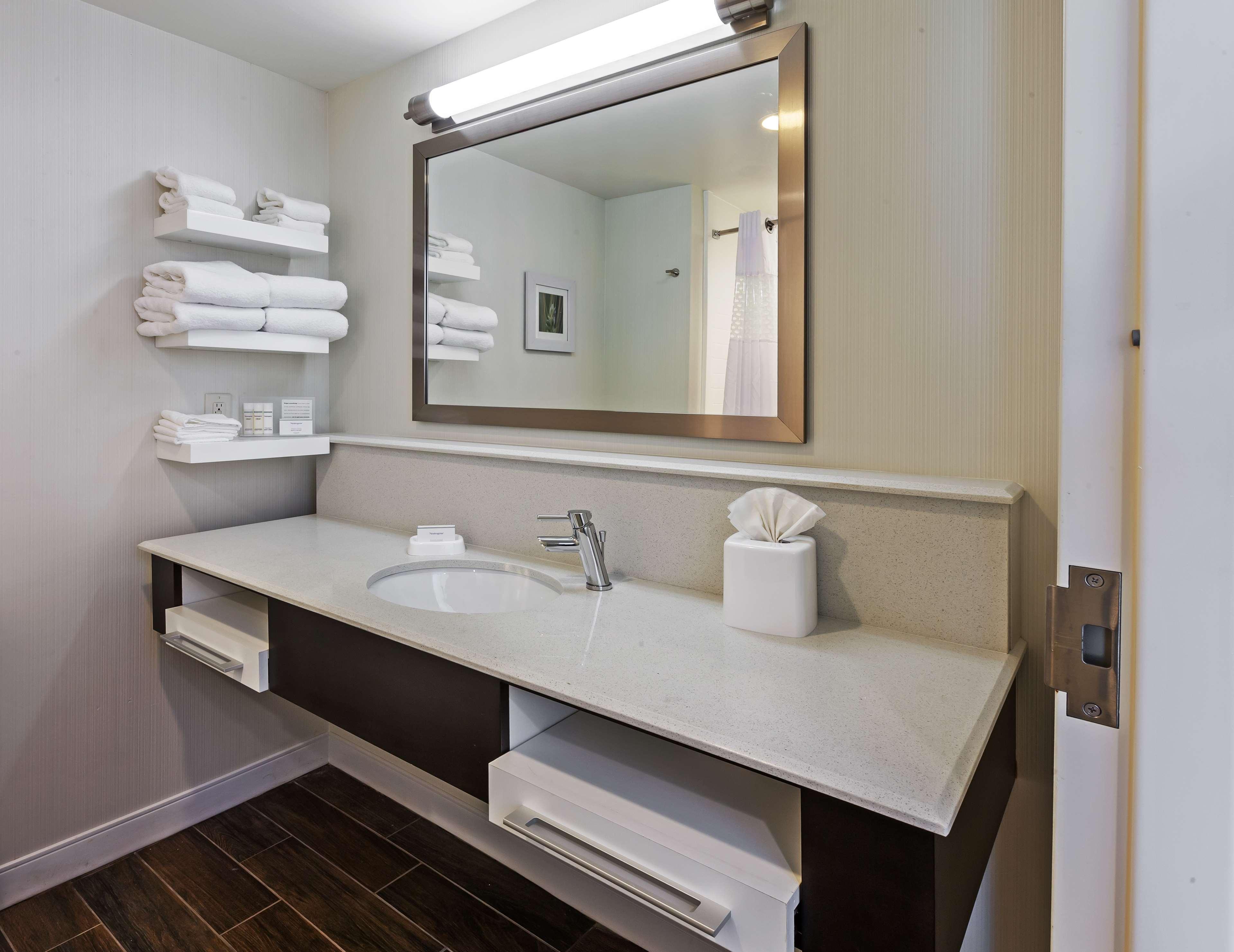 Hampton Inn & Suites Claremore image 29