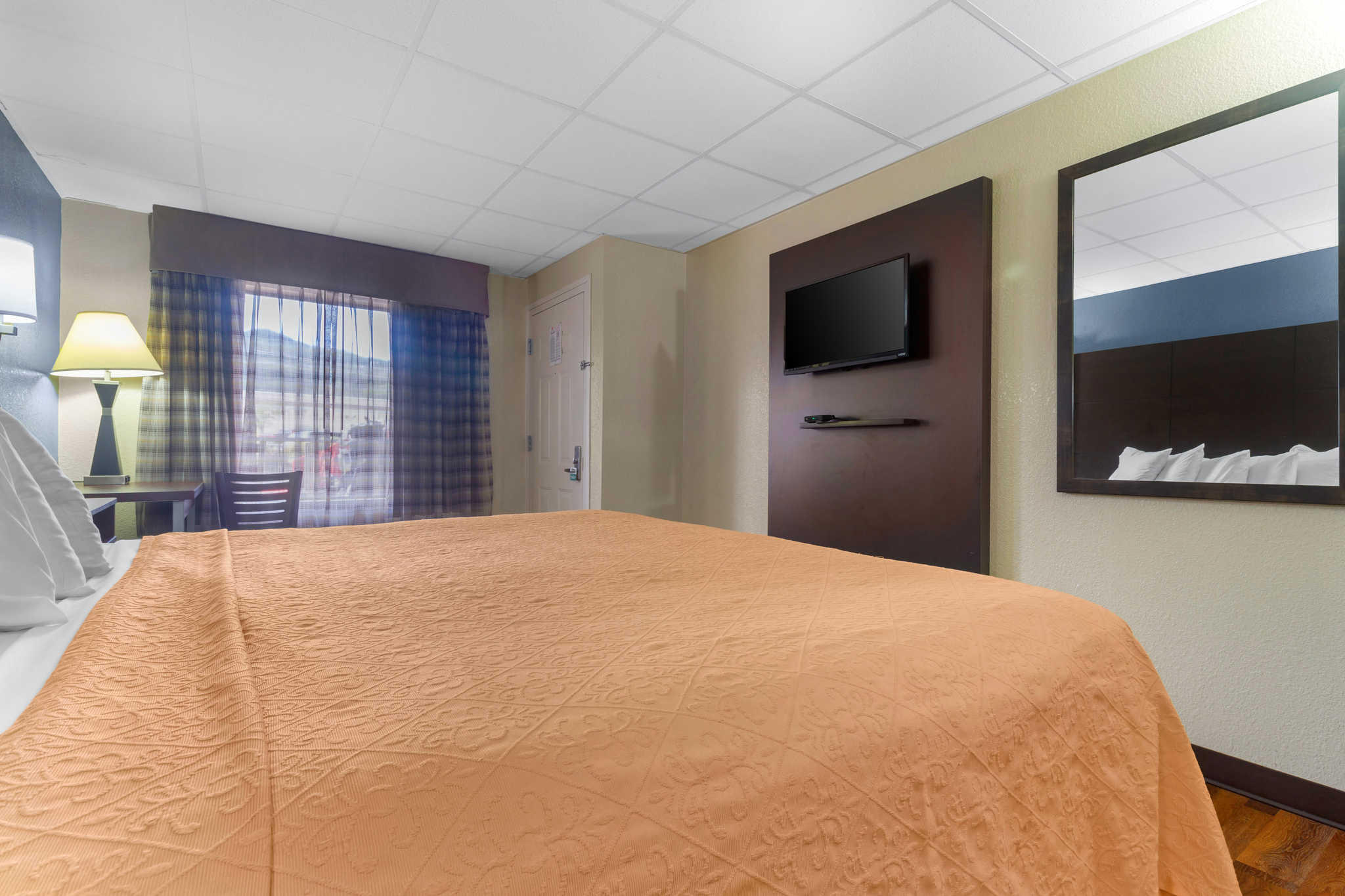 Econo Lodge Inn & Suites at the Convention Center image 10