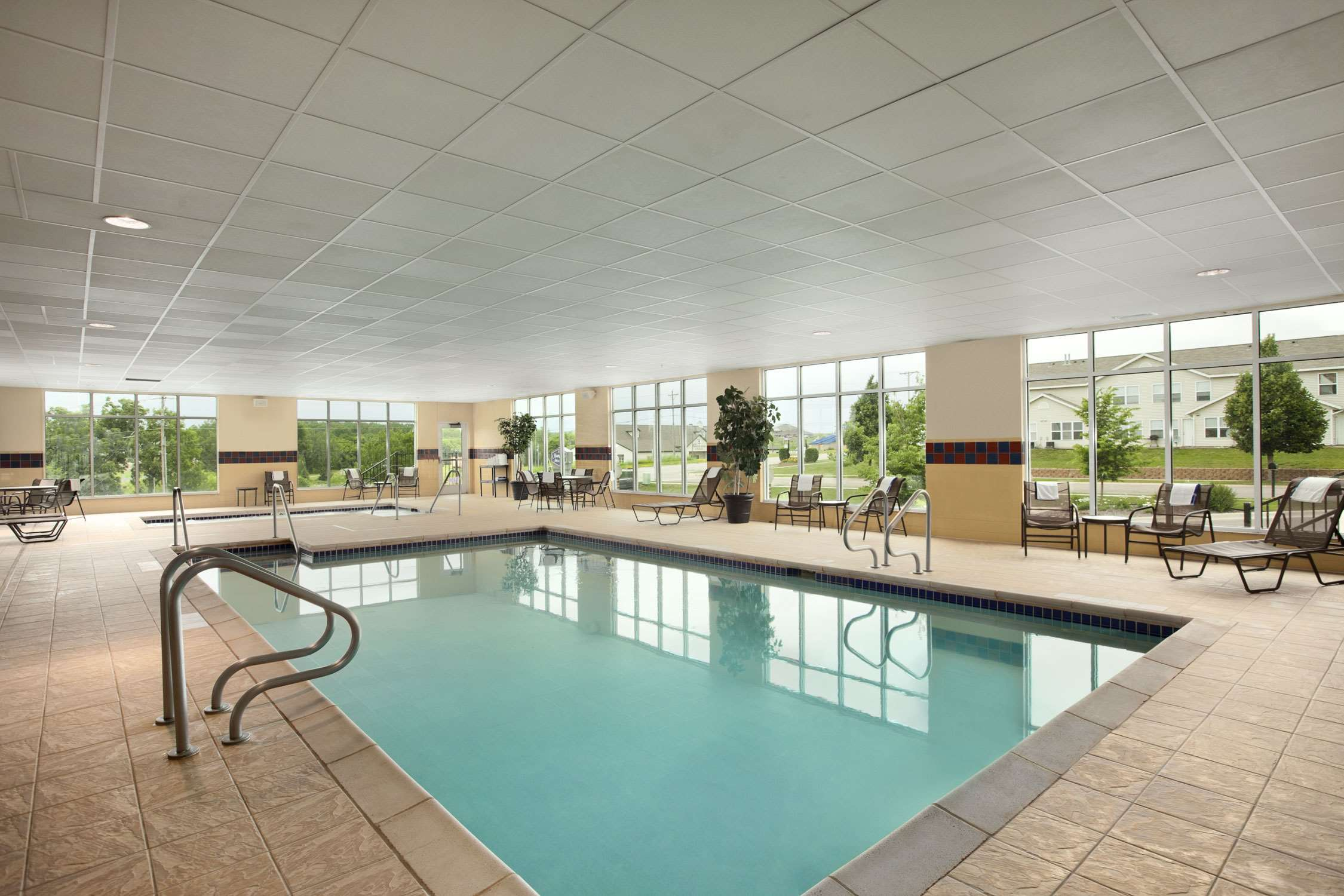 Hampton Inn & Suites Rochester-North image 11