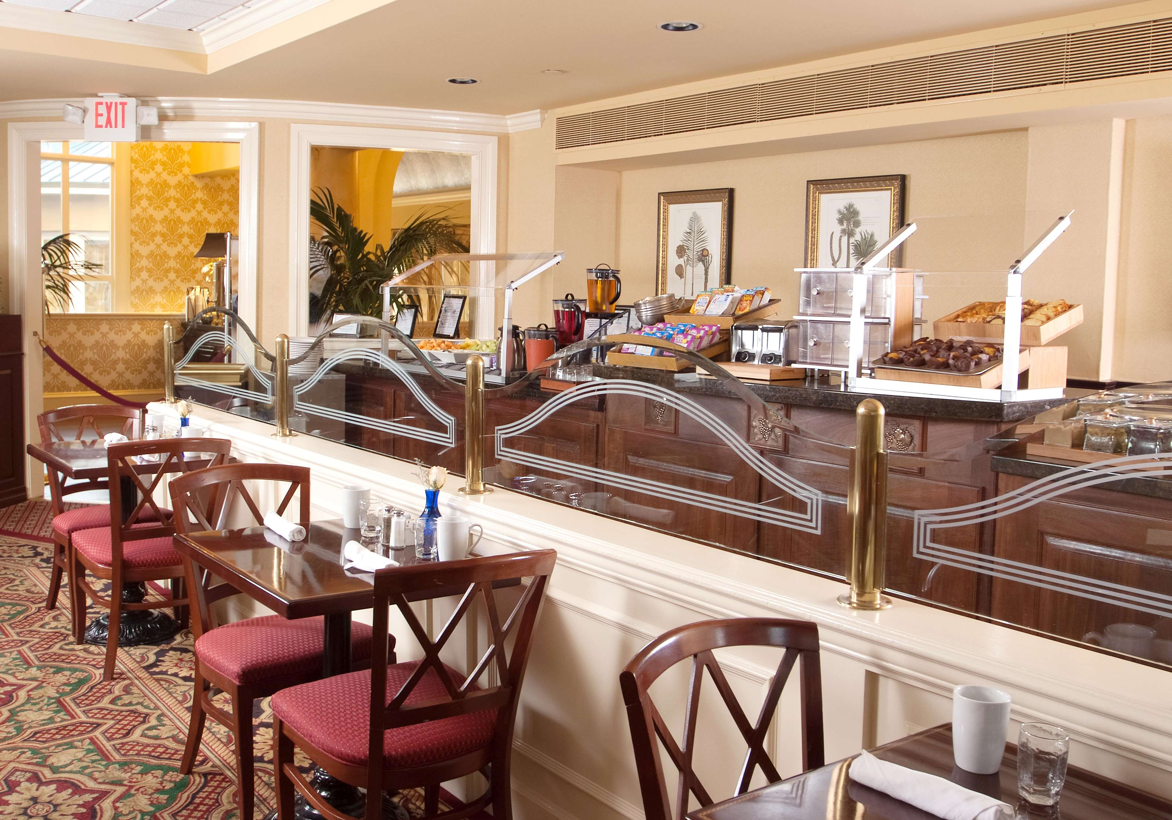 DoubleTree by Hilton Hotel & Suites Charleston - Historic District image 9