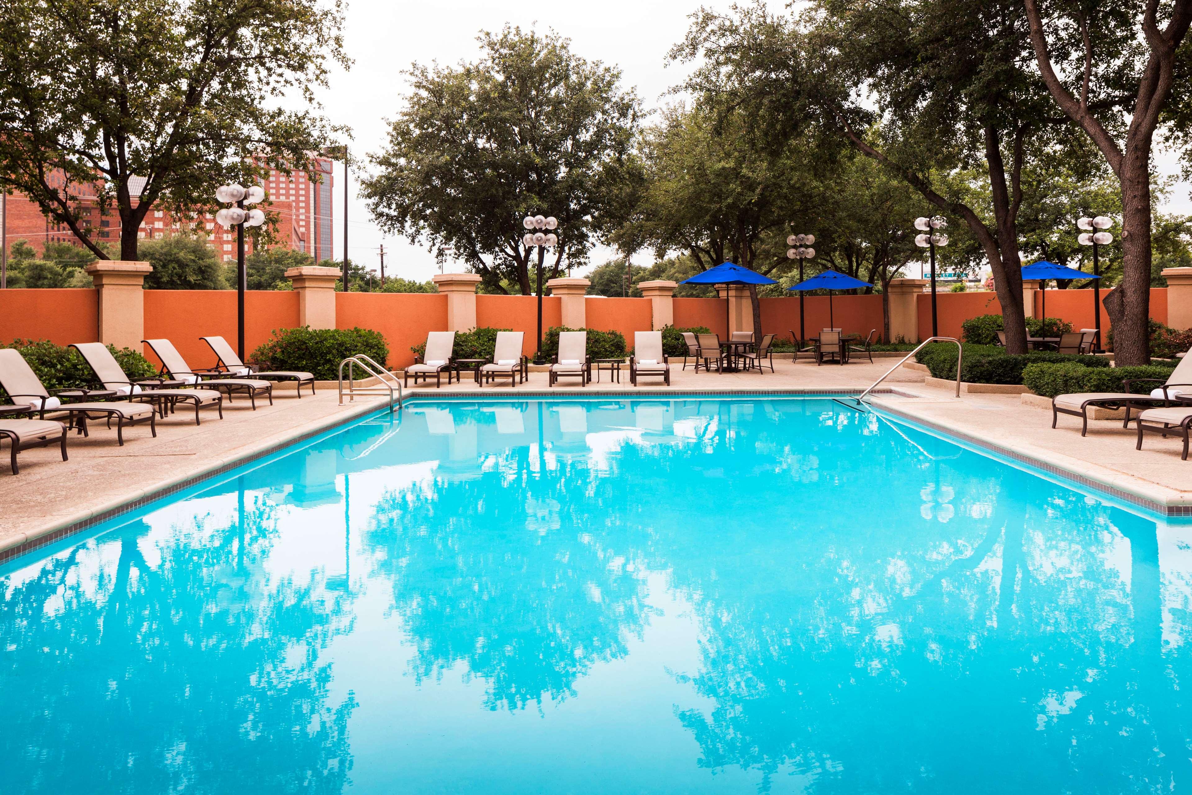 Sheraton Suites Market Center Dallas image 7