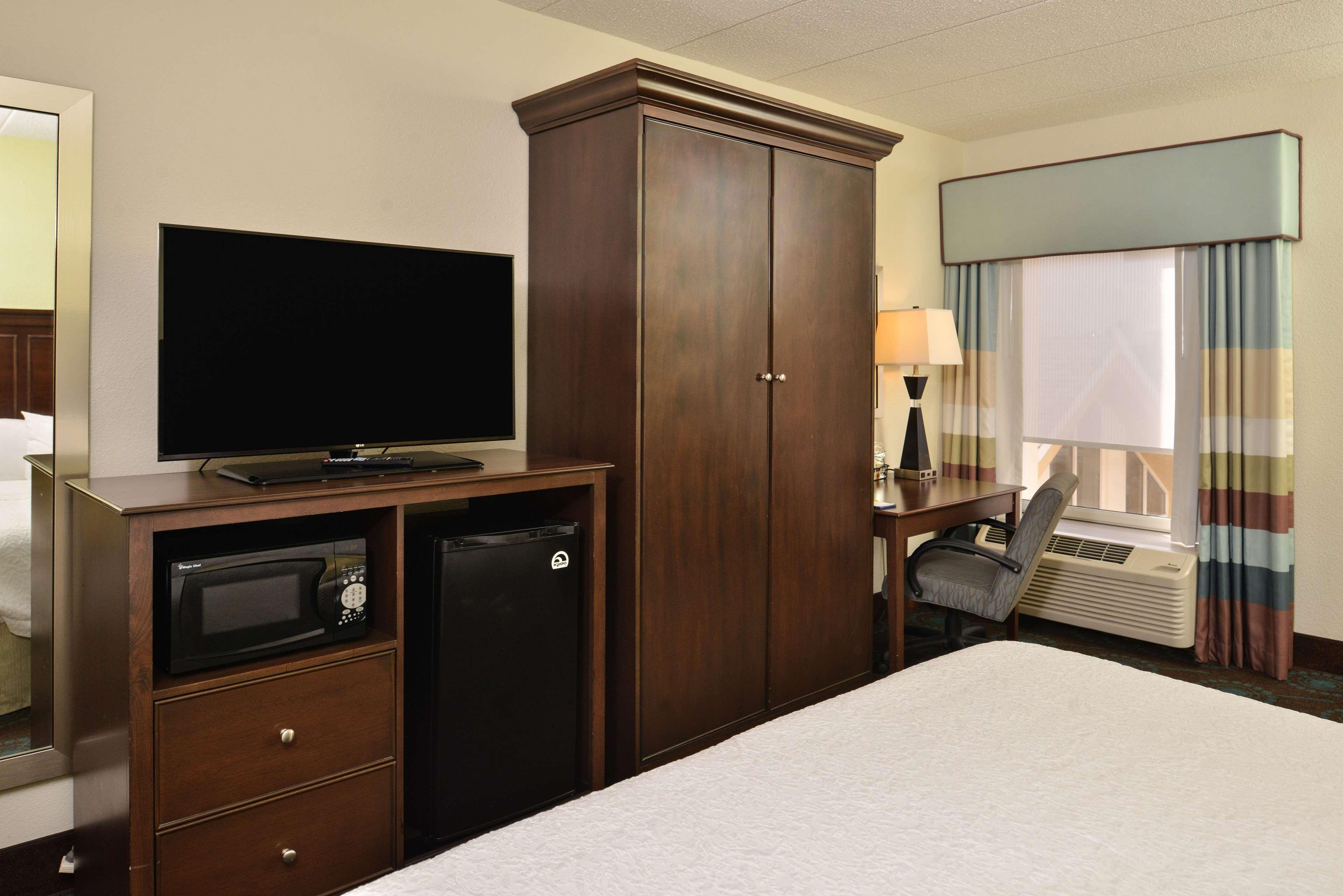 Hampton Inn & Suites Newport News (Oyster Point) image 36