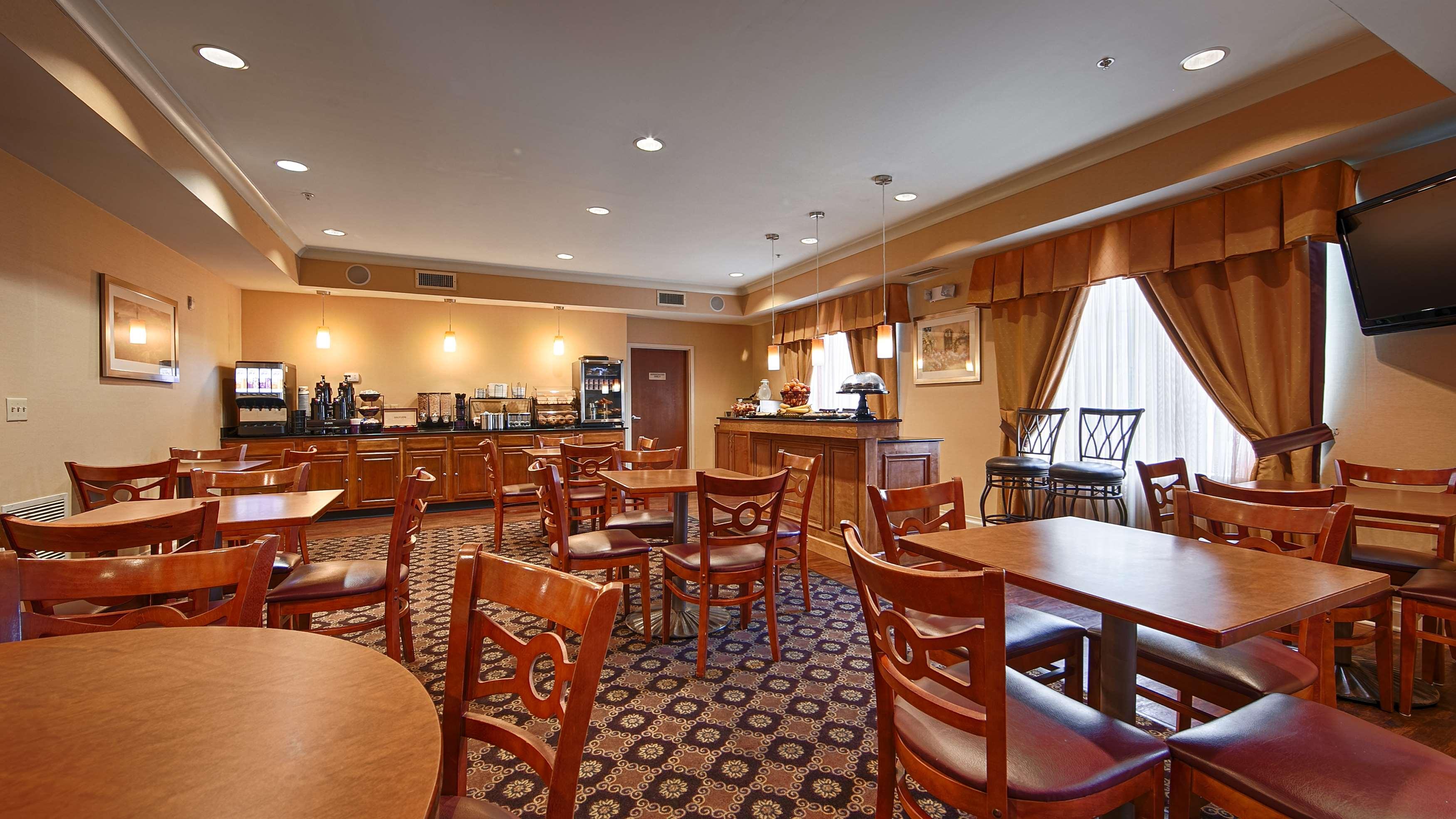 Best Western Plus Hannaford Inn & Suites image 39