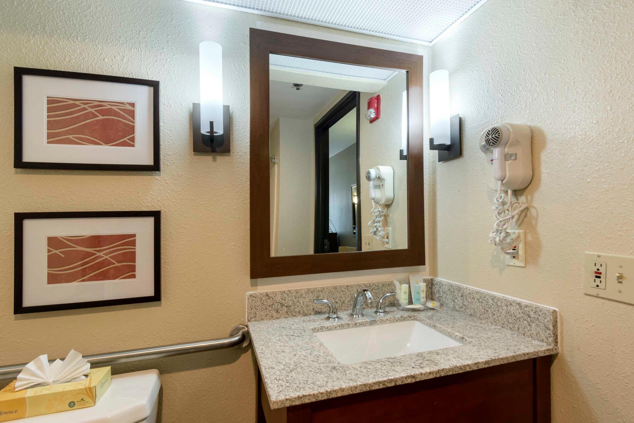 Comfort Inn & Suites Sacramento - University Area image 19