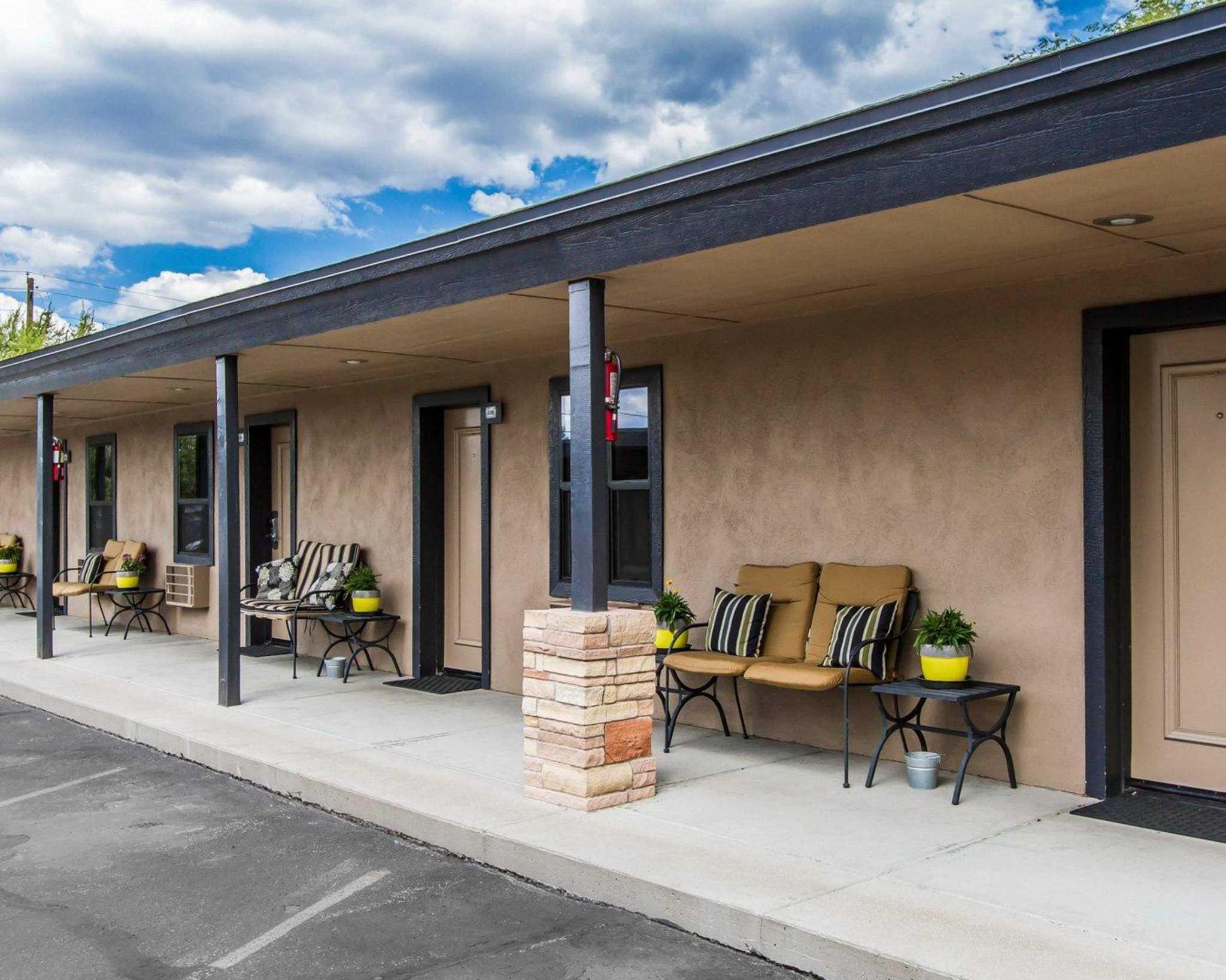 Rodeway Inn & Suites Downtowner-Rte 66 image 2