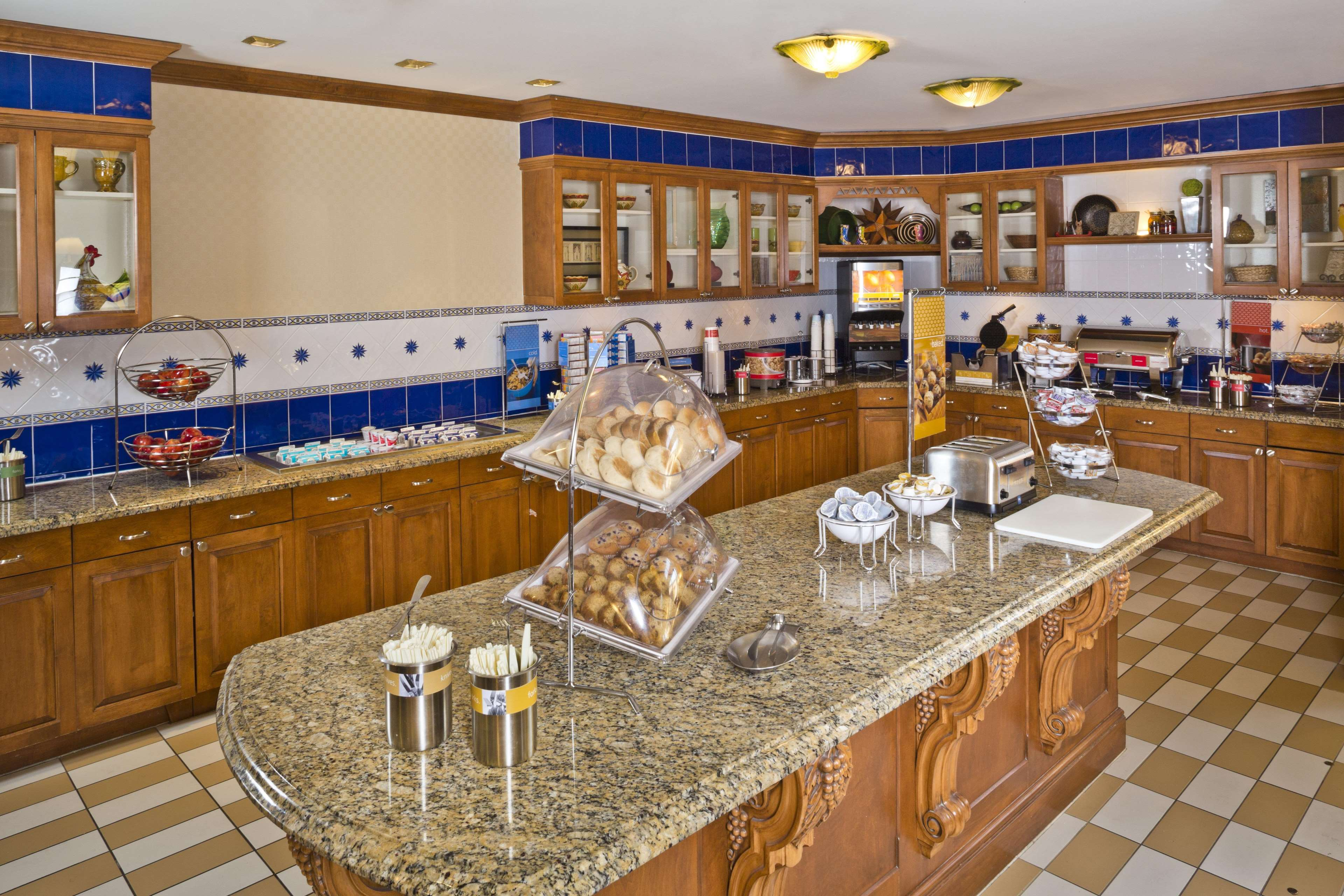 Hampton Inn & Suites Arundel Mills/Baltimore image 7