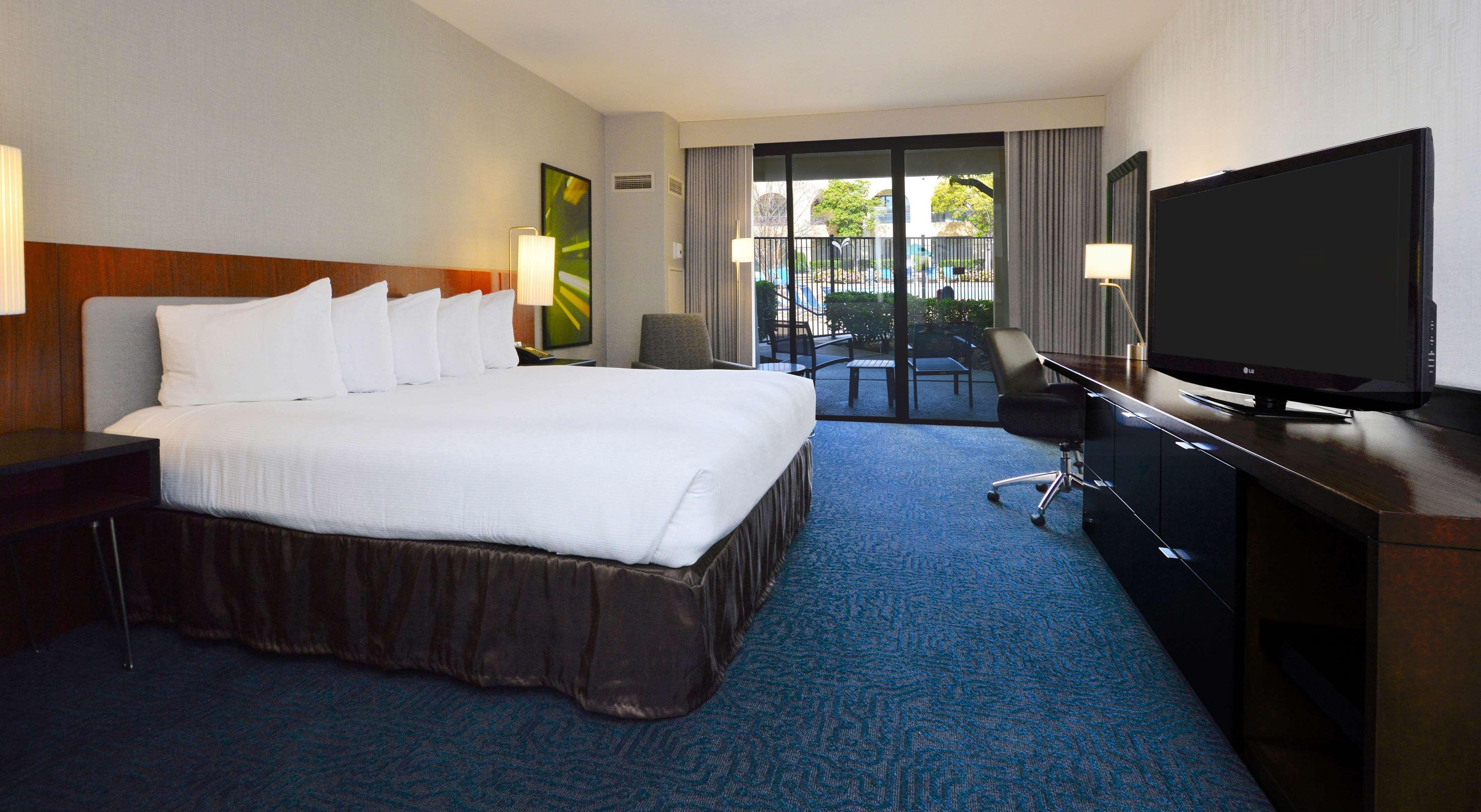 DoubleTree by Hilton Hotel Newark - Fremont image 28