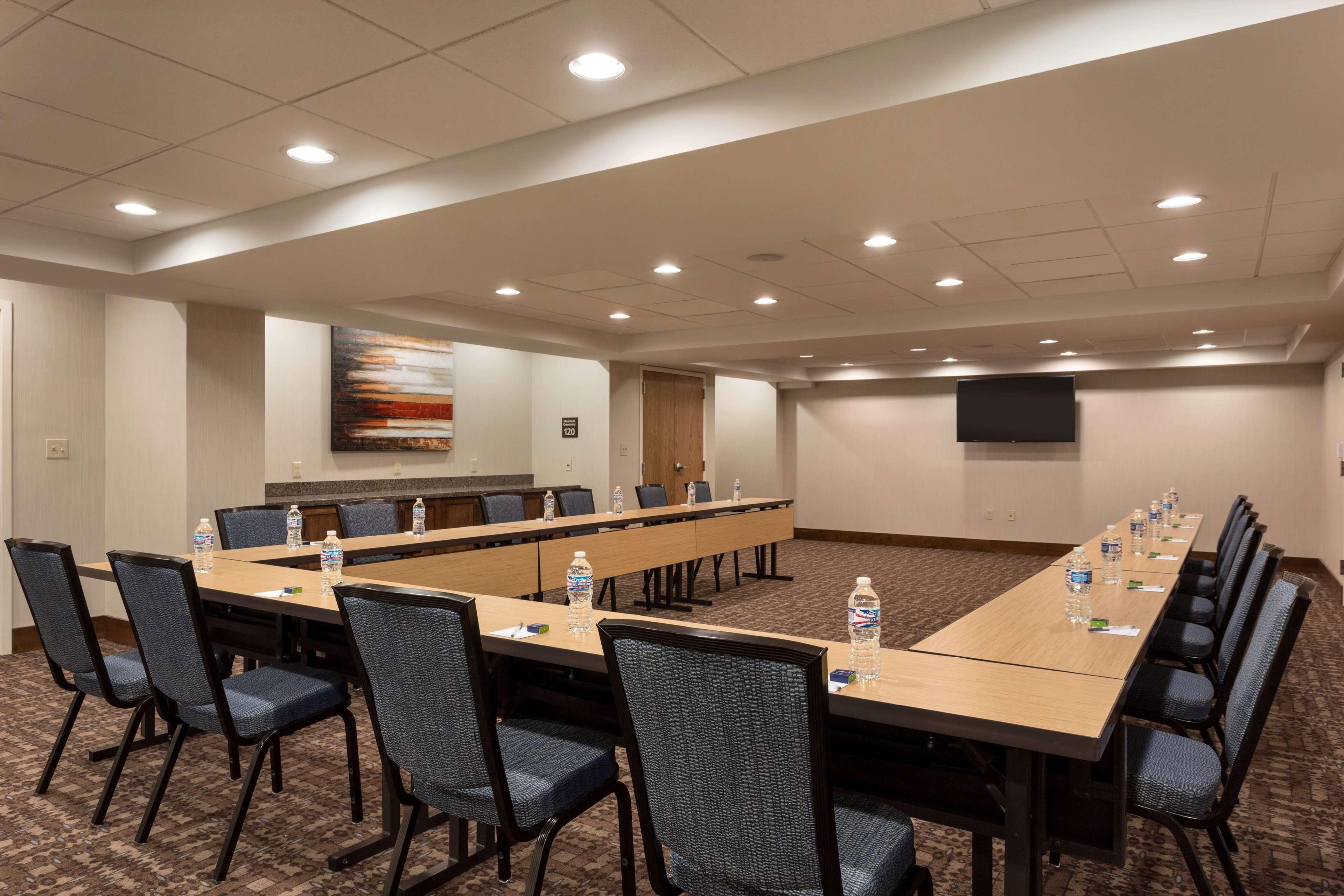 Hampton Inn and Suites Clayton/St Louis-Galleria Area image 30