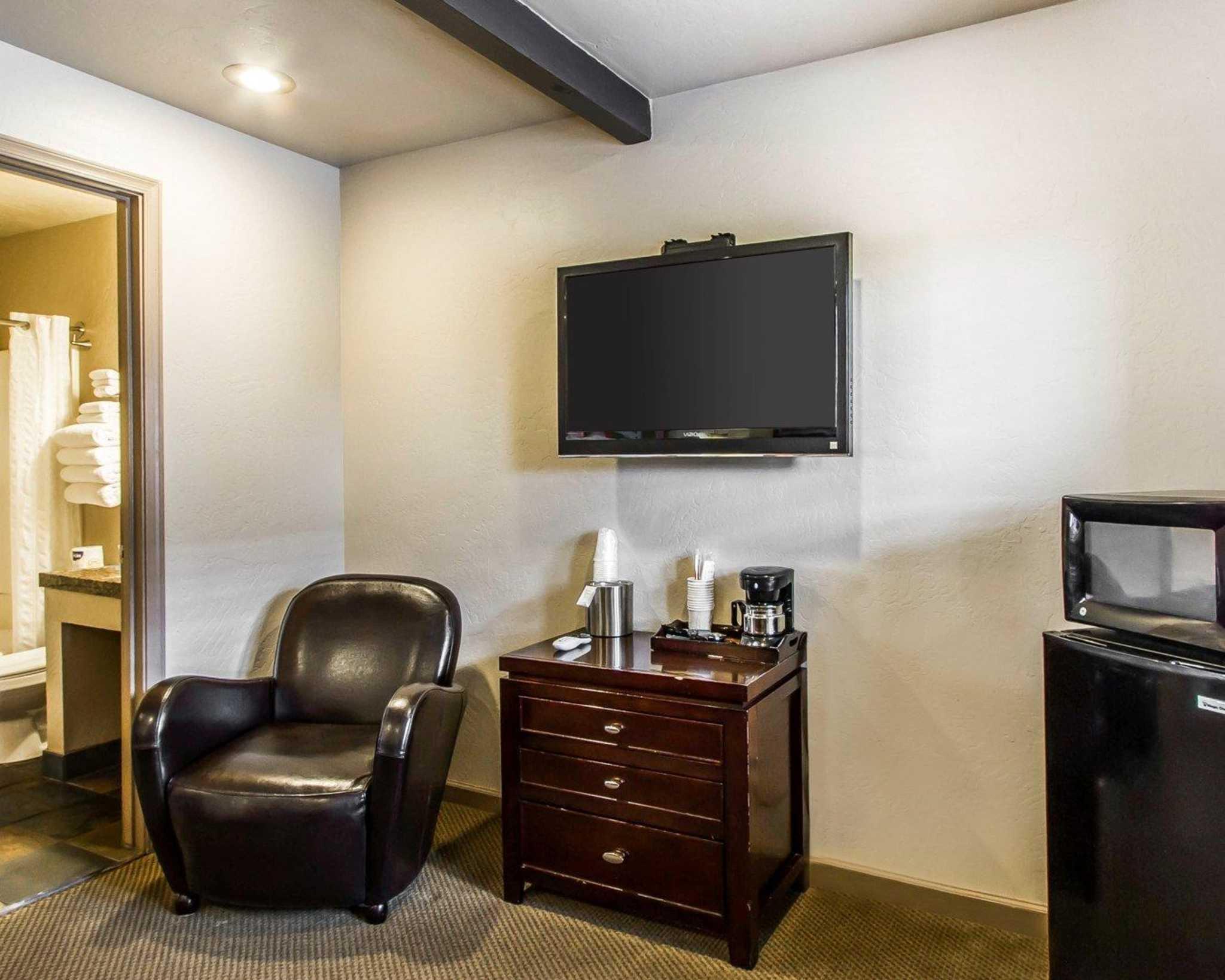 Rodeway Inn & Suites Downtowner-Rte 66 image 9