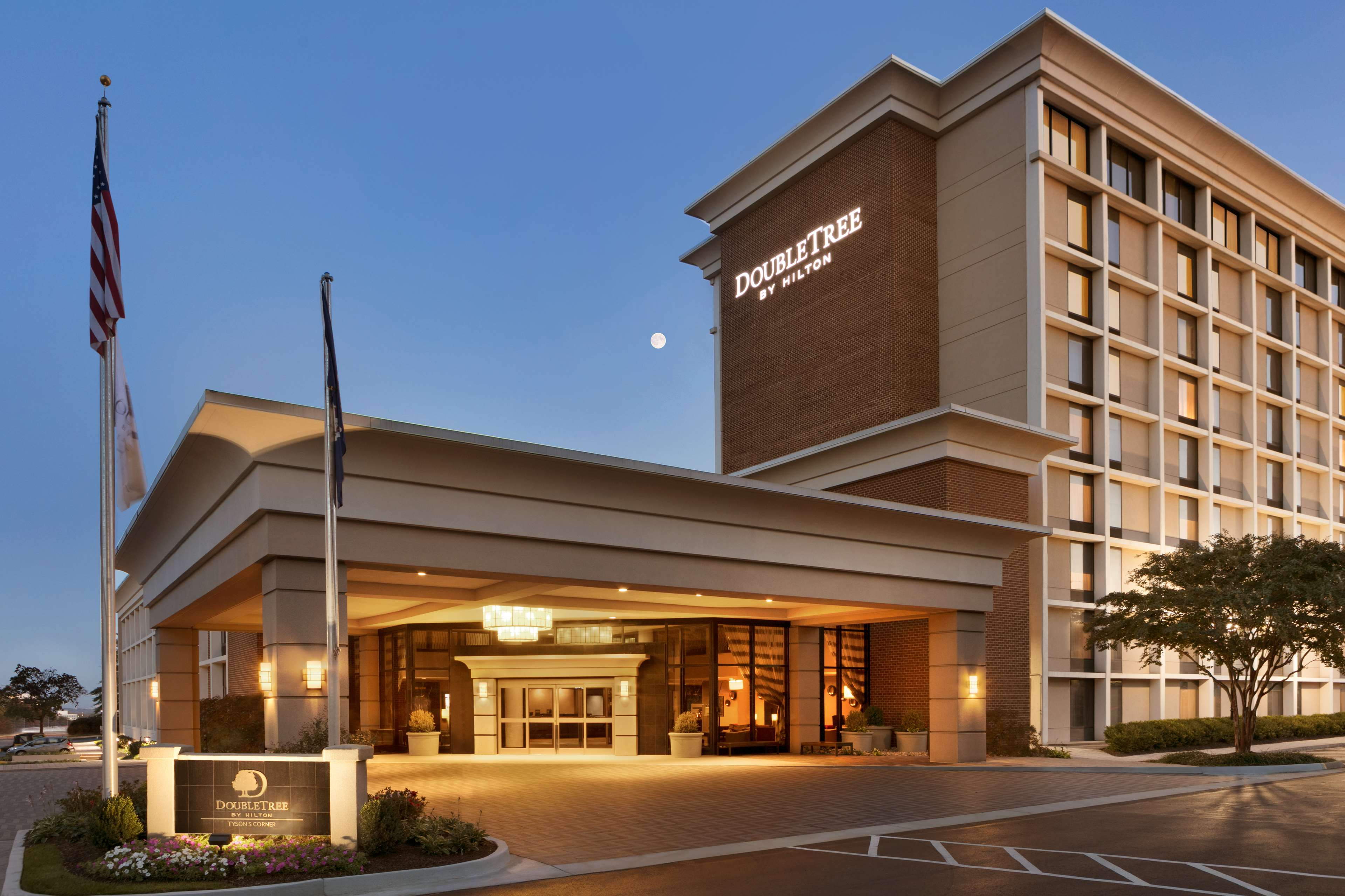 DoubleTree by Hilton McLean Tysons image 0