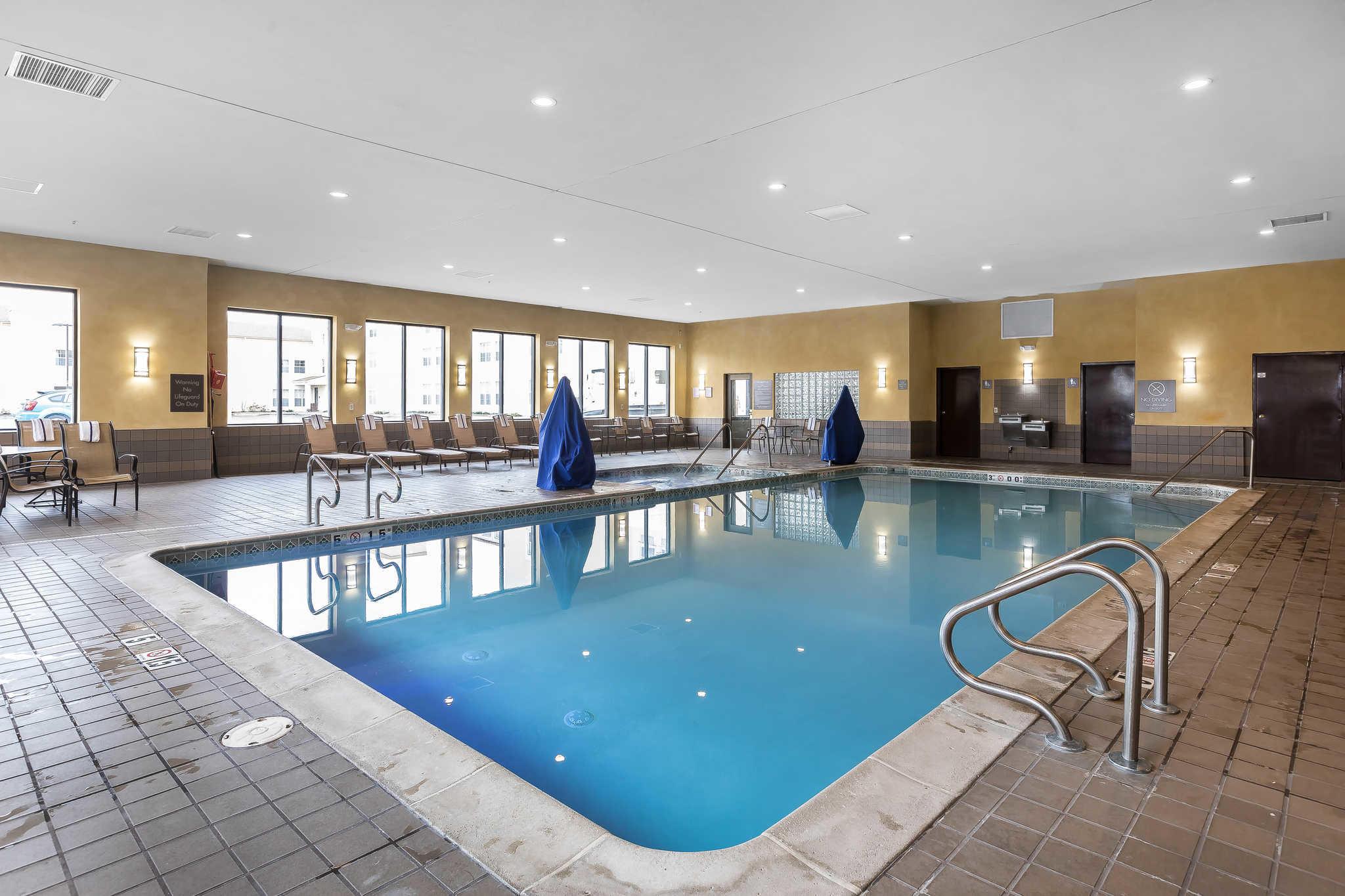 comfort inn suites allen park dearborn 3600. Black Bedroom Furniture Sets. Home Design Ideas
